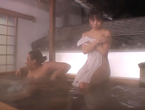 混浴温泉で勃起チ○ポを見て興奮しちゃったお姉さん。 画像3