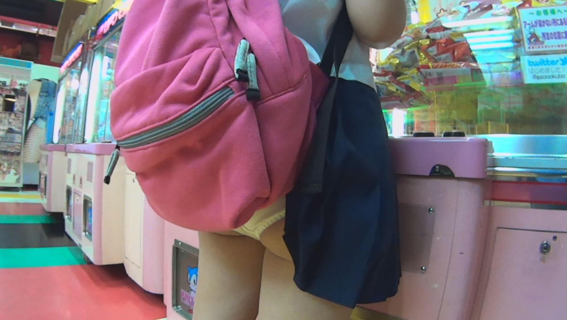 うっかりパンモロ娘 カバンやパンストにスカート引っ掛けちゃったおっちょこちょいな女の子たち 画像3