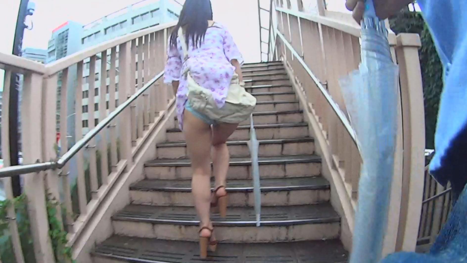 うっかりパンモロ娘 カバンやパンストにスカート引っ掛けちゃったおっちょこちょいな女の子たち 画像6