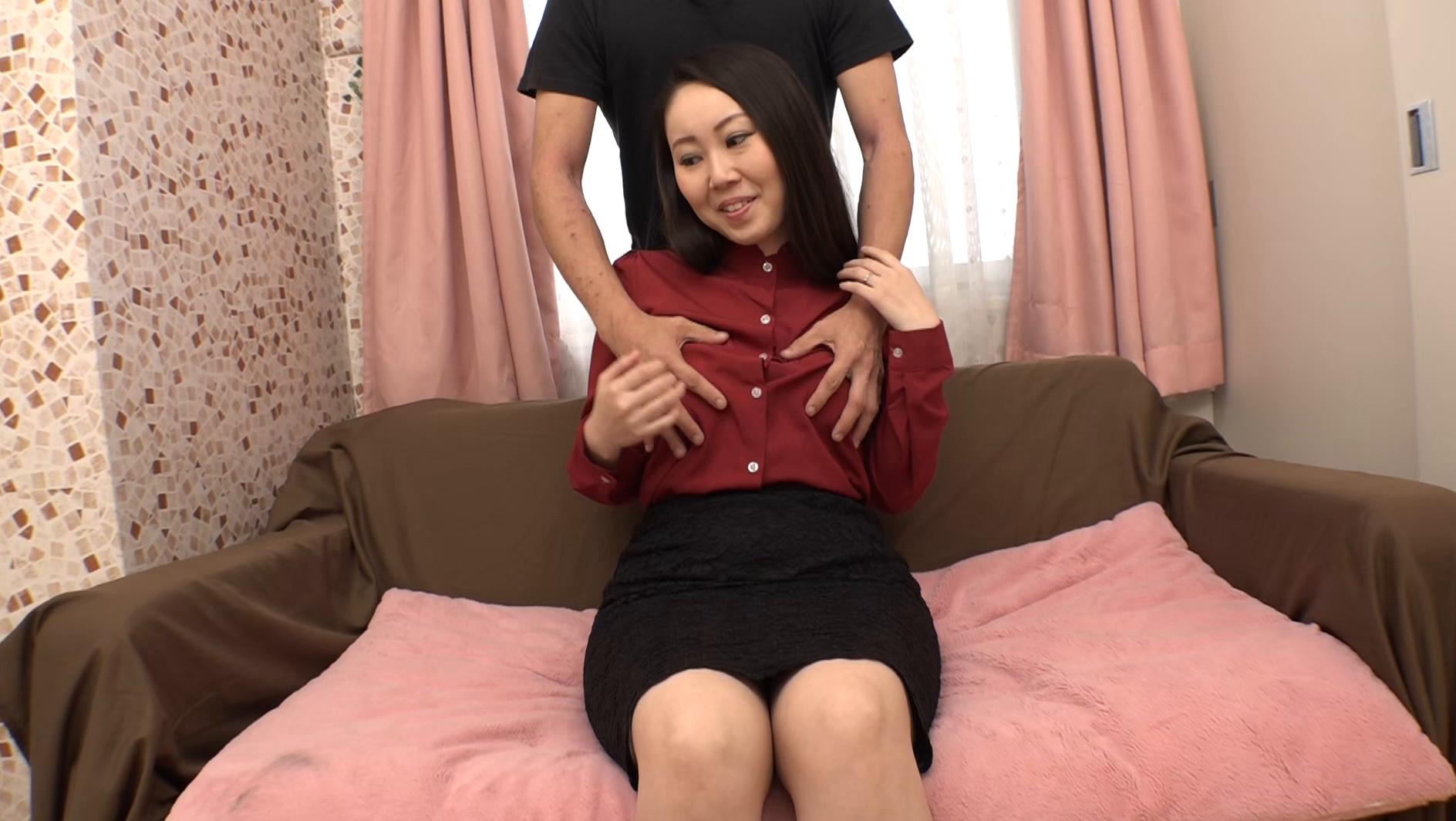 敏感すぎるウチの妻が着エロに出てました 小西奈々美