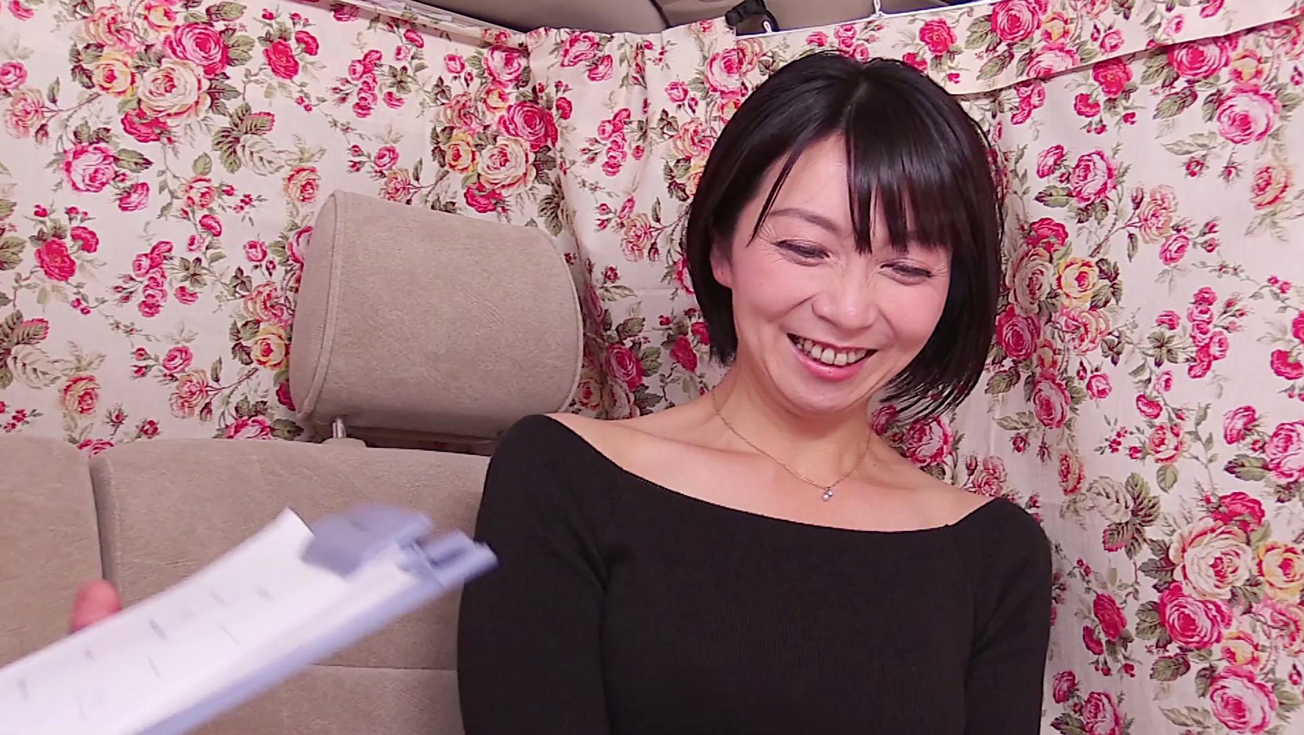 ピンクのTバックがまぶしい美熟女!10年ぶりのSEXで恥ずかしがりなふがらイキまくりな47歳の高橋さん 画像1