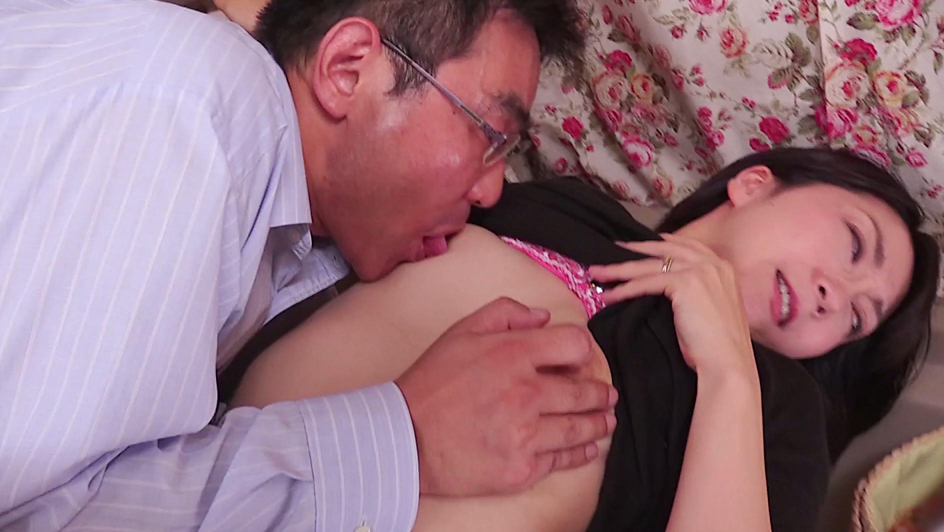 ピンクのTバックがまぶしい美熟女!10年ぶりのSEXで恥ずかしがりなふがらイキまくりな47歳の高橋さん 画像14