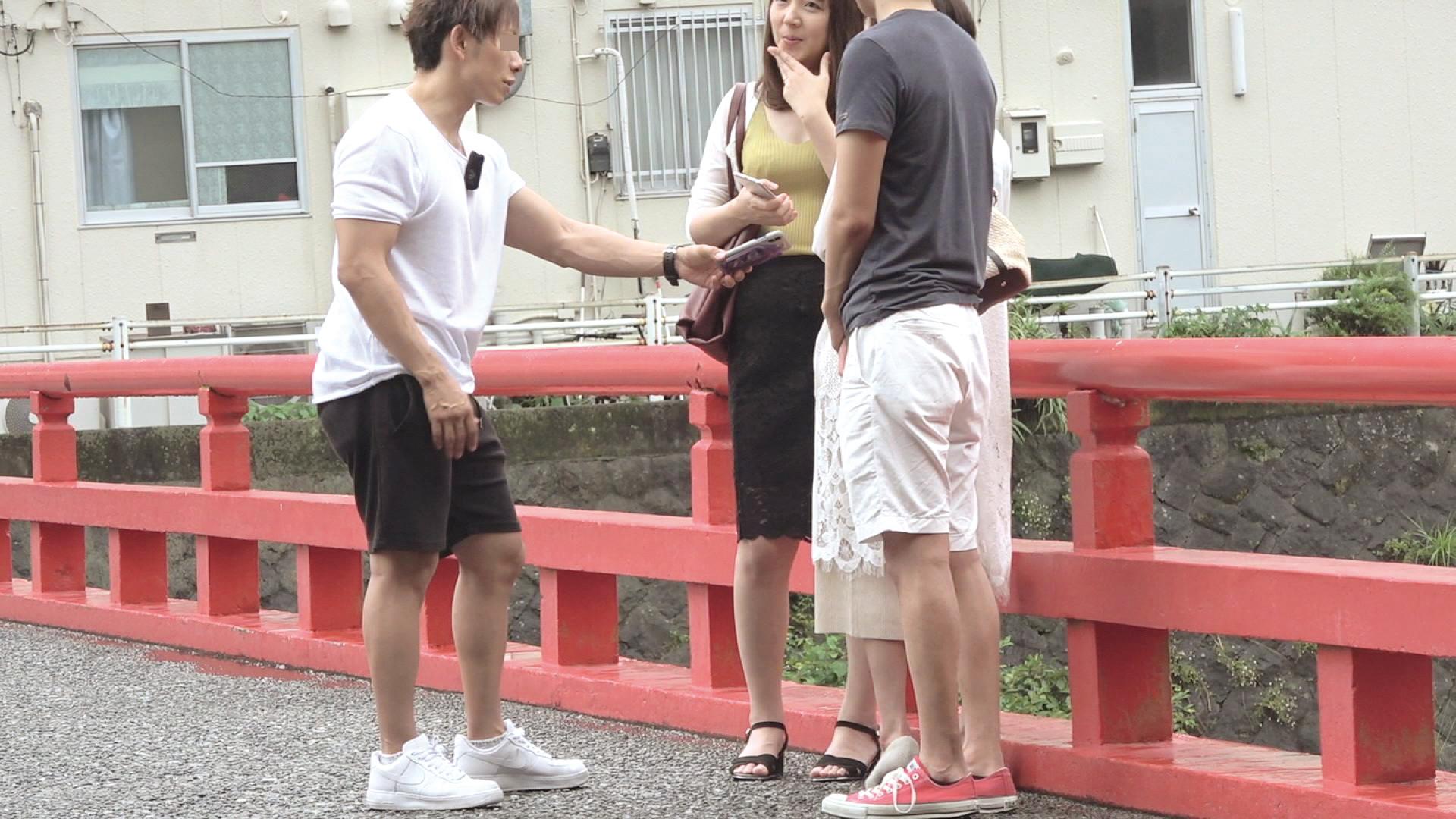 箱根で見つけた二人組の美魔女さん 早苗38歳
