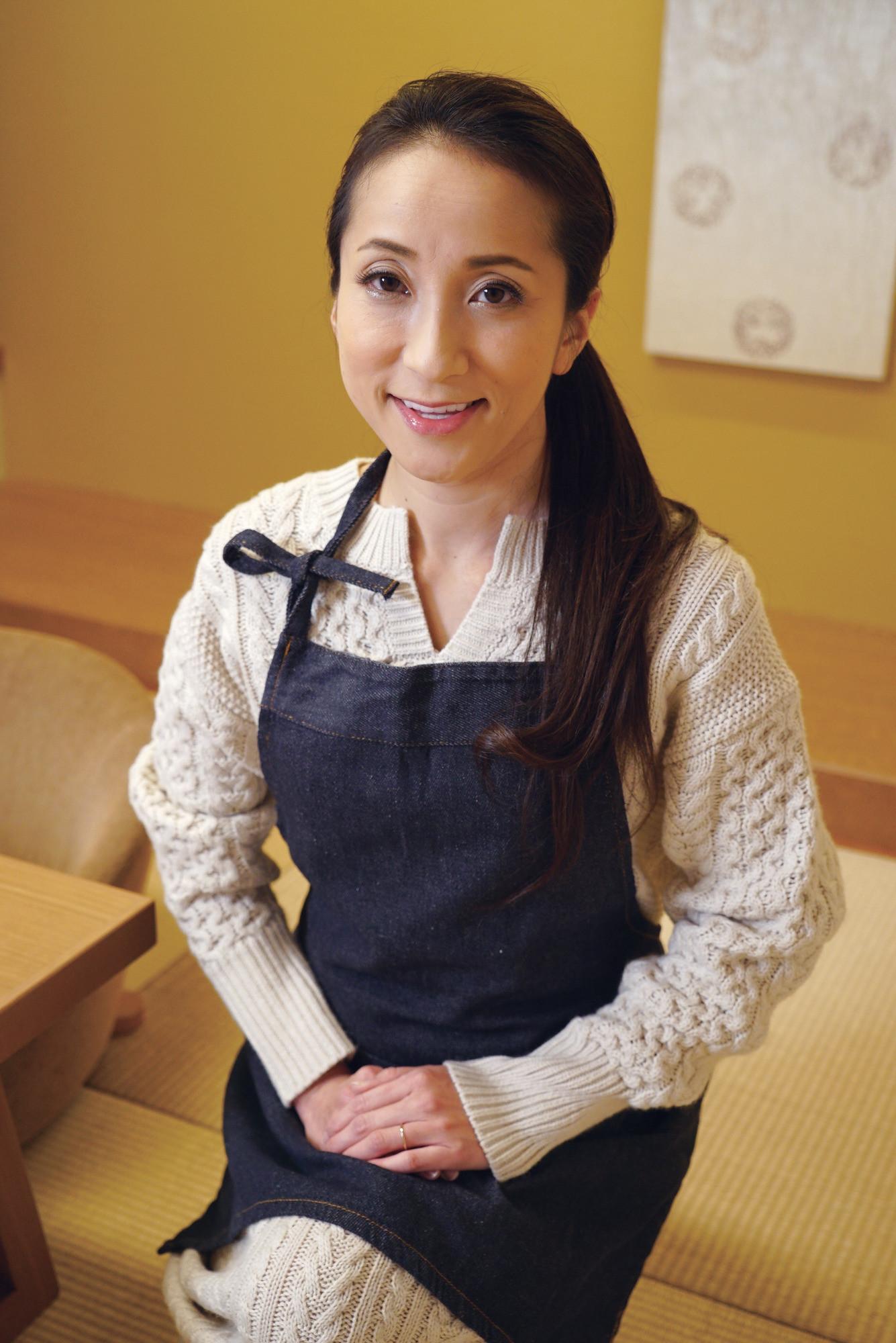 温泉宿のお女将さんに夜這い即ハメ みさとさん 48歳
