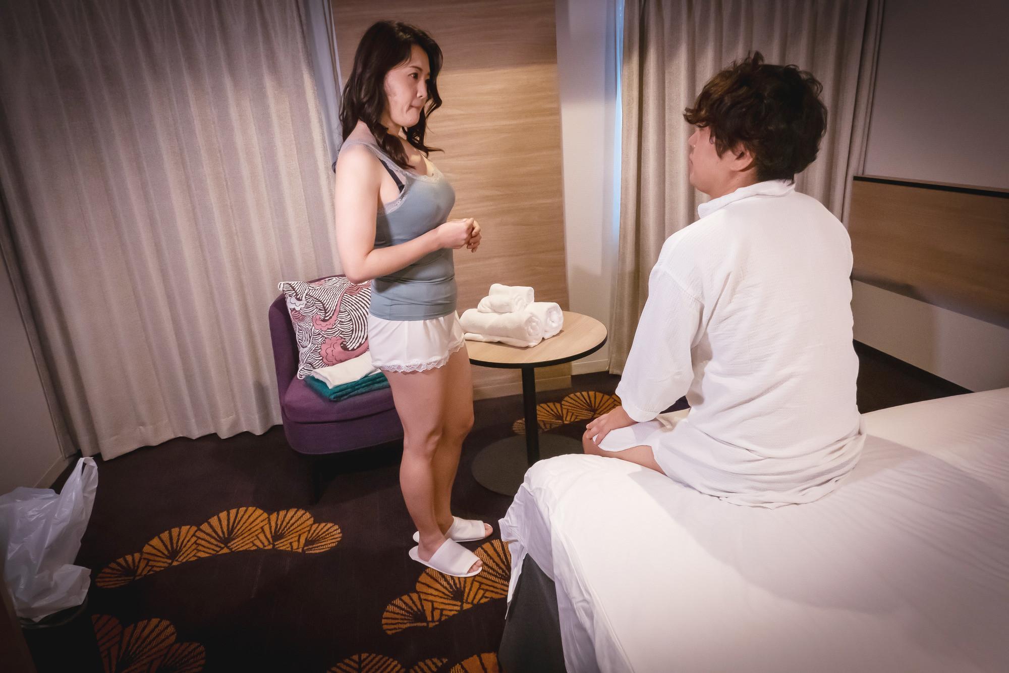 坂本○美似な四十路熟女の美巨乳を堪能! ゆり子48歳 画像1