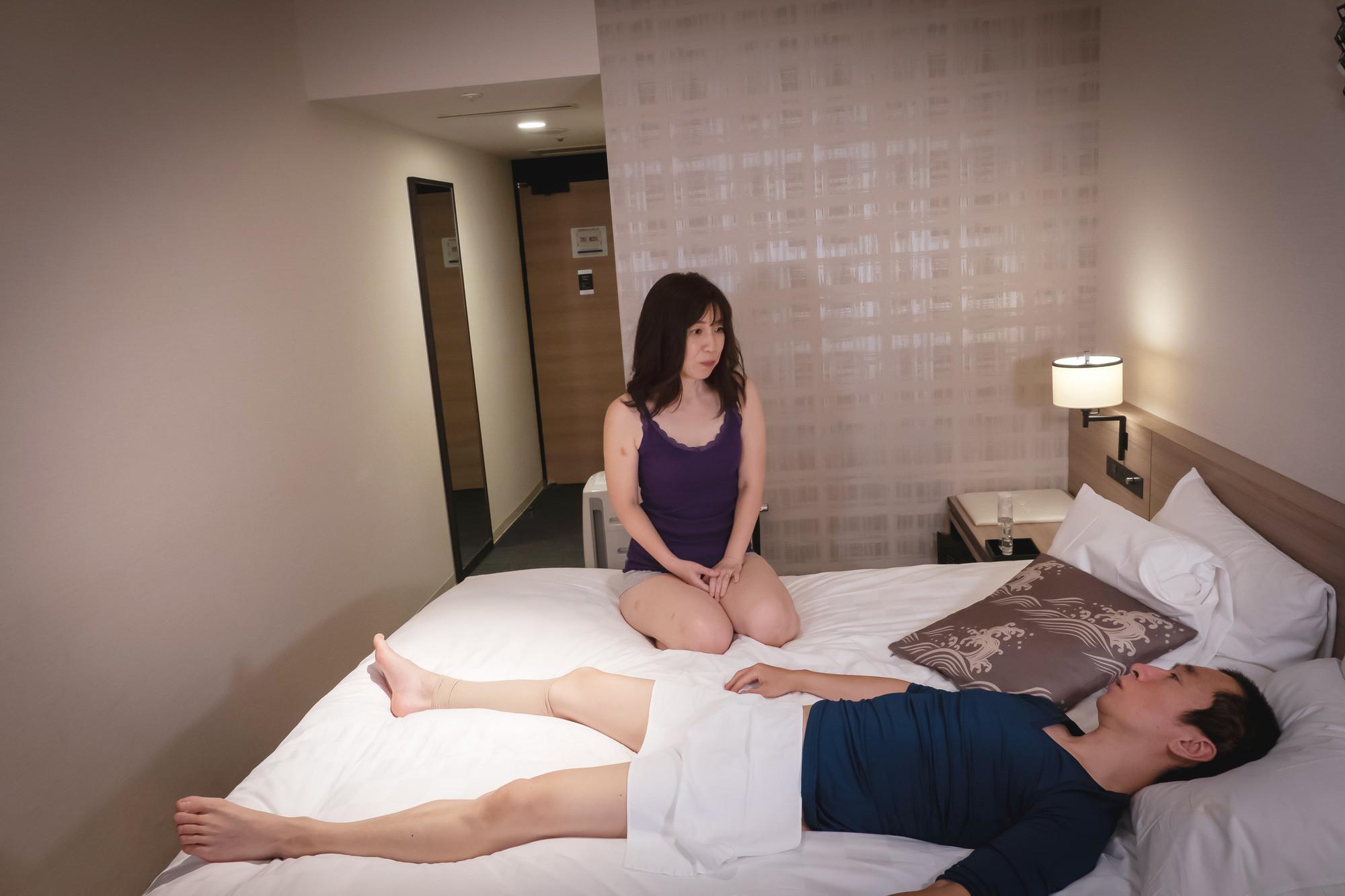 性に興味のなさそうなむっつり熟女を誘惑姦 昭代46歳 画像1