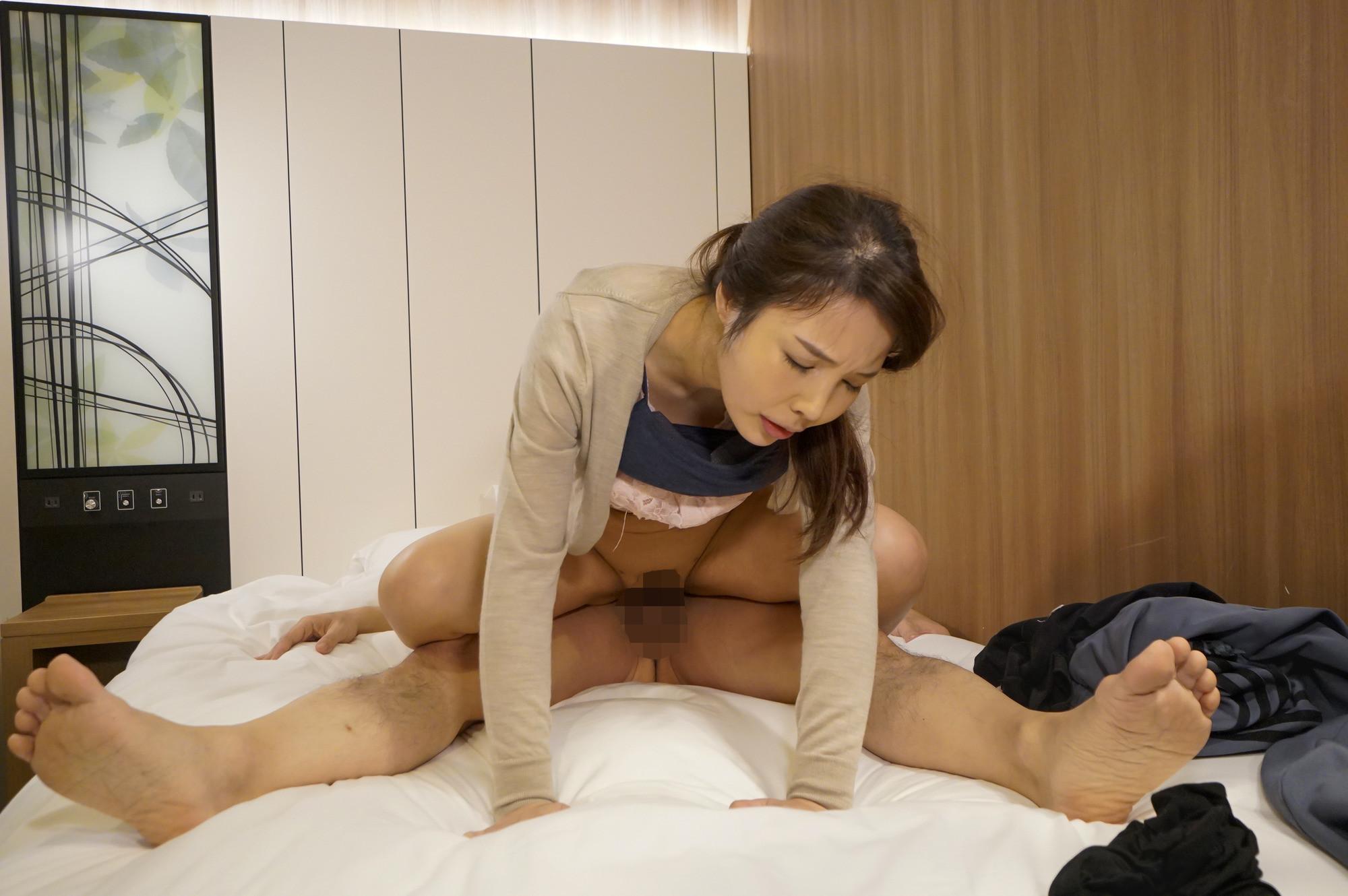 十年以上もセックスレスの美魔女マッサージ師に生挿入 恵麻48歳 画像13