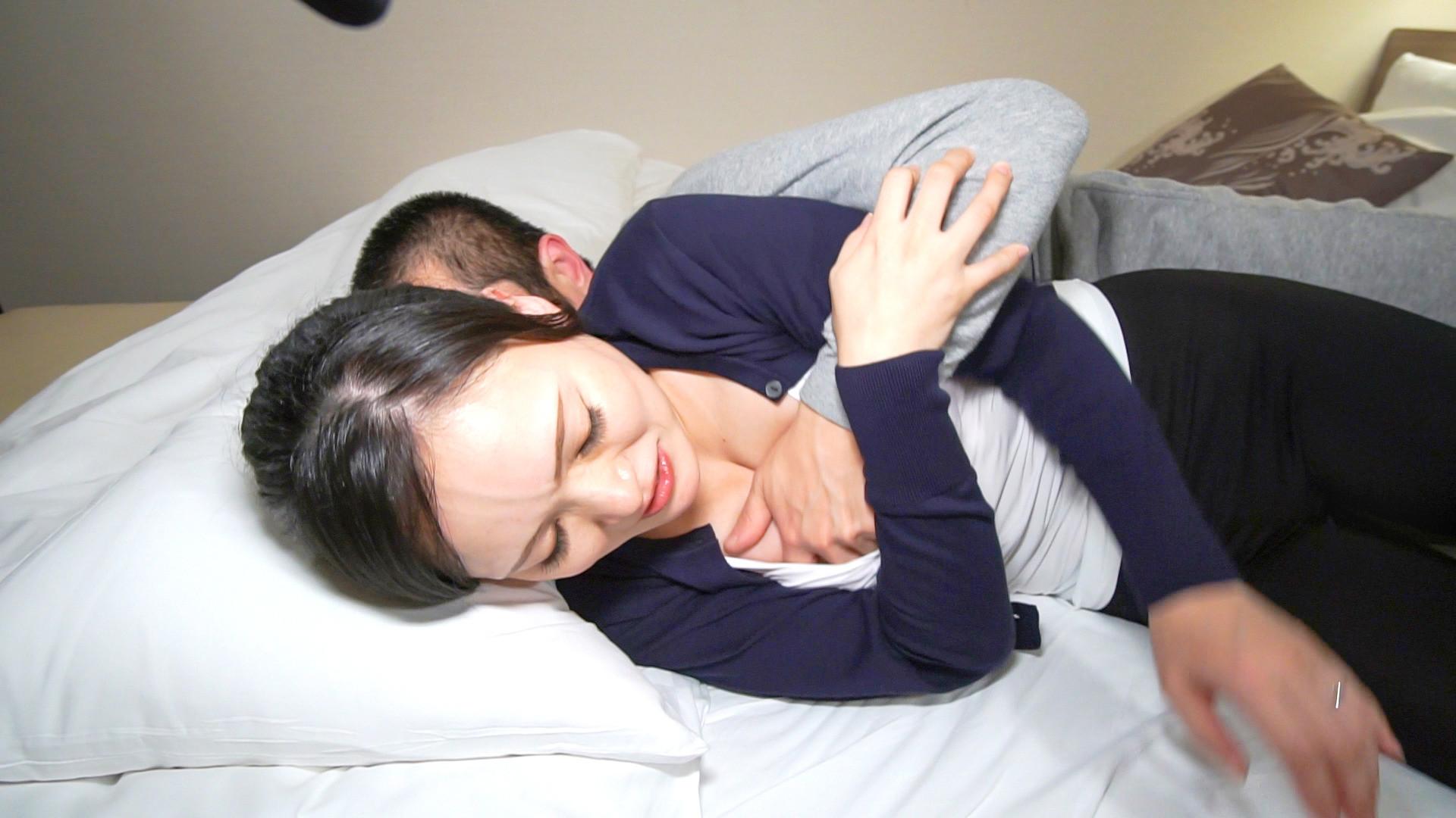 胸の谷間でお客様を誘うエロマッサージ師 涼香37歳 画像2