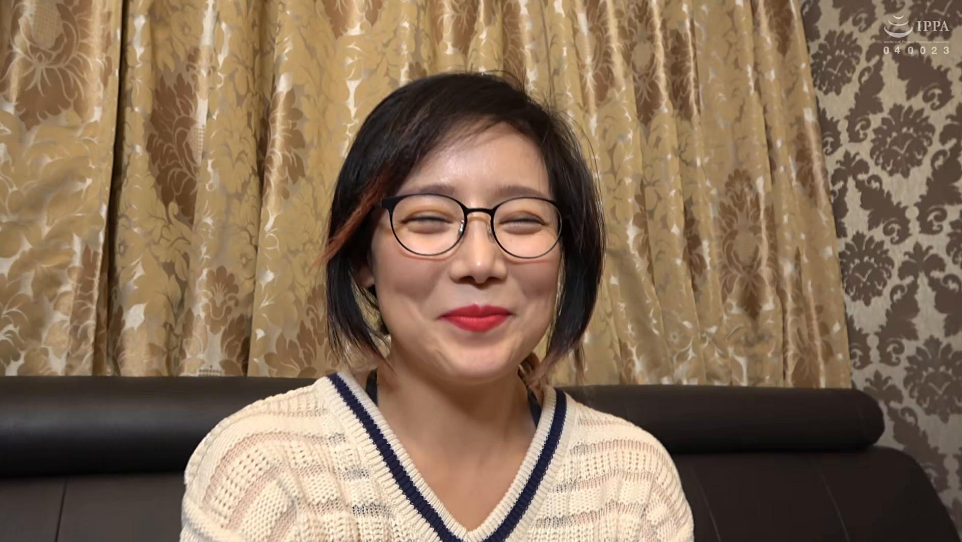 韓国で見つけた見た目から従順そうな彼女は、どこまでヤラれても無垢な希少種!服を脱がされても信じて疑わない!電マでトロンとさせればチ〇ポもしゃぶる! 画像2