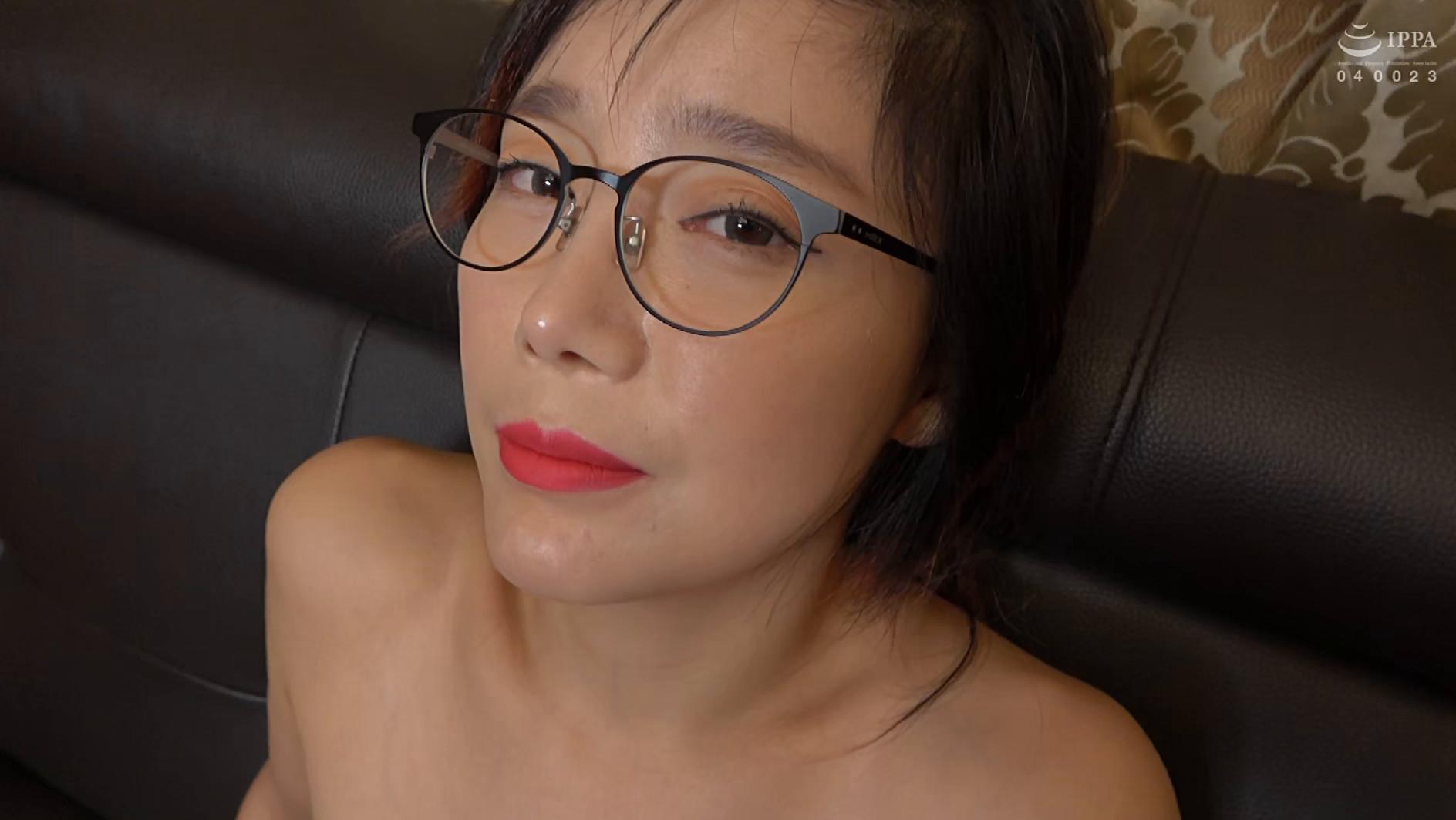 韓国で見つけた見た目から従順そうな彼女は、どこまでヤラれても無垢な希少種!服を脱がされても信じて疑わない!電マでトロンとさせればチ〇ポもしゃぶる! 画像17