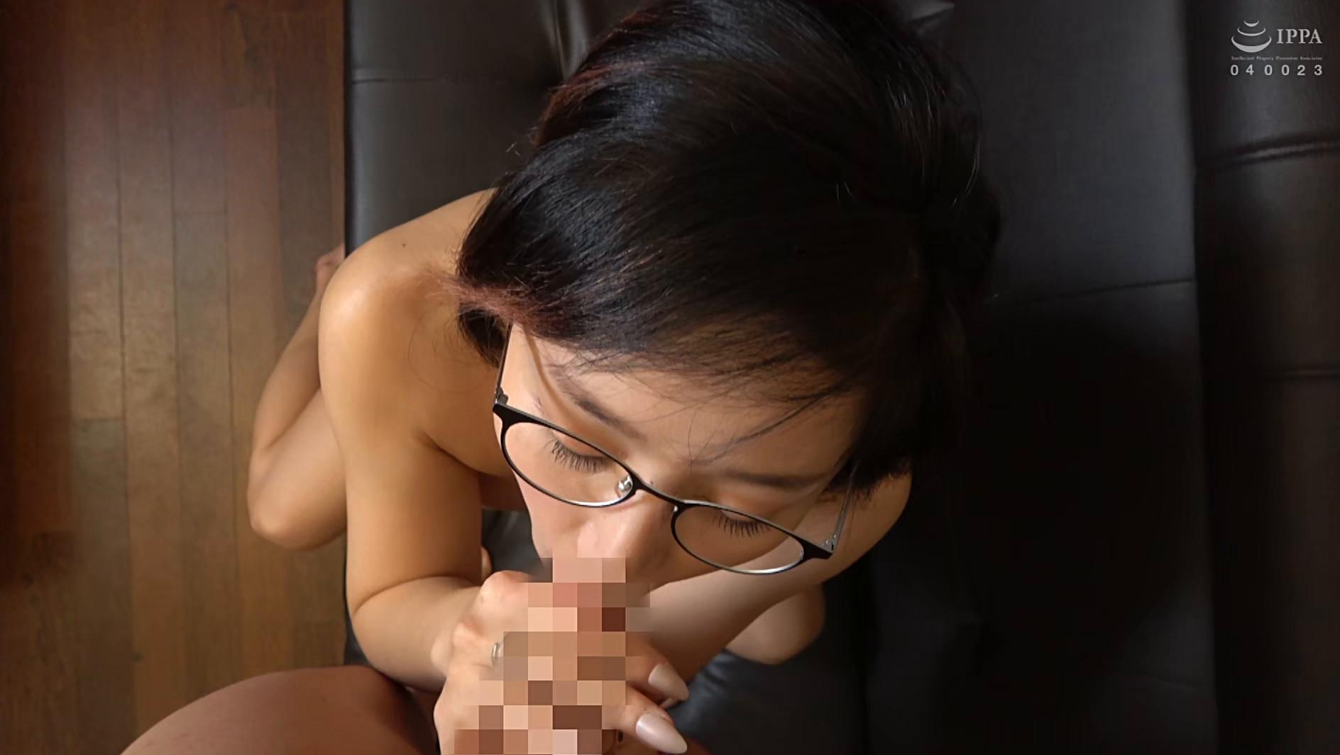 韓国で見つけた見た目から従順そうな彼女は、どこまでヤラれても無垢な希少種!服を脱がされても信じて疑わない!電マでトロンとさせればチ〇ポもしゃぶる! 画像18