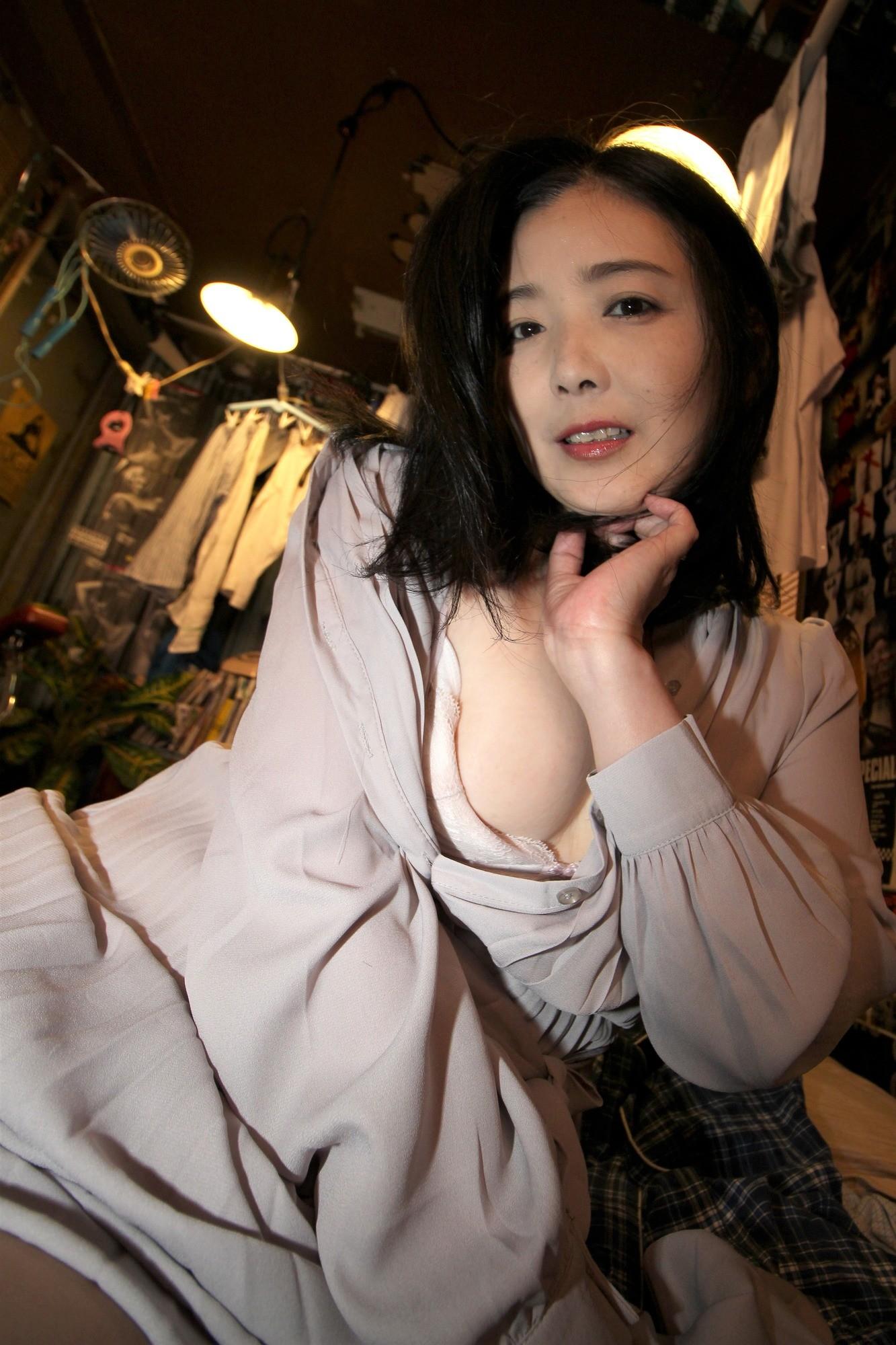 愛しのデリヘル嬢 素人売春生中出し 盗撮強制撮り下ろし 横山さん(主婦)42歳 画像4
