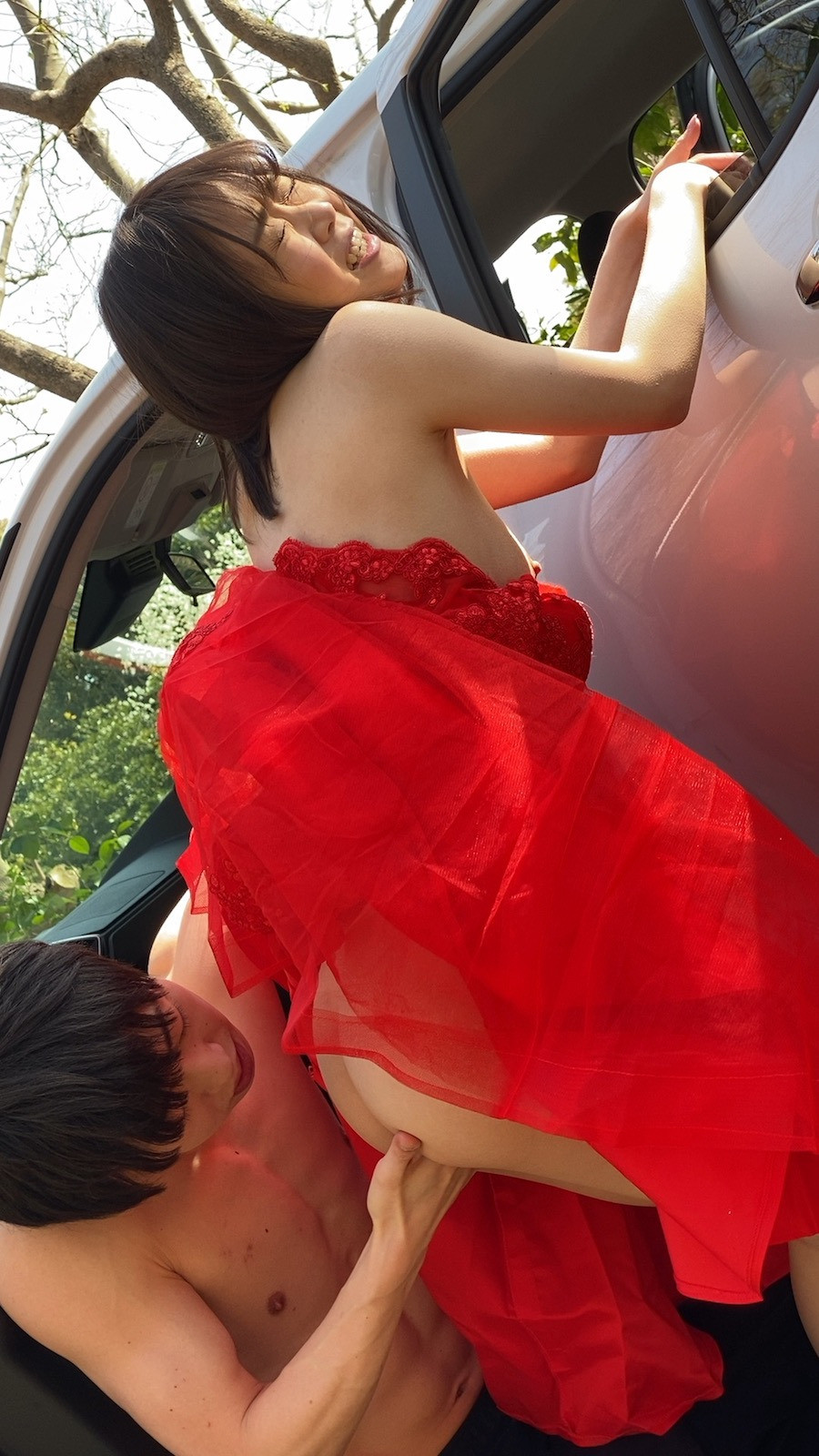 DRESS PARTY CAR SEX 渡辺まお 画像9
