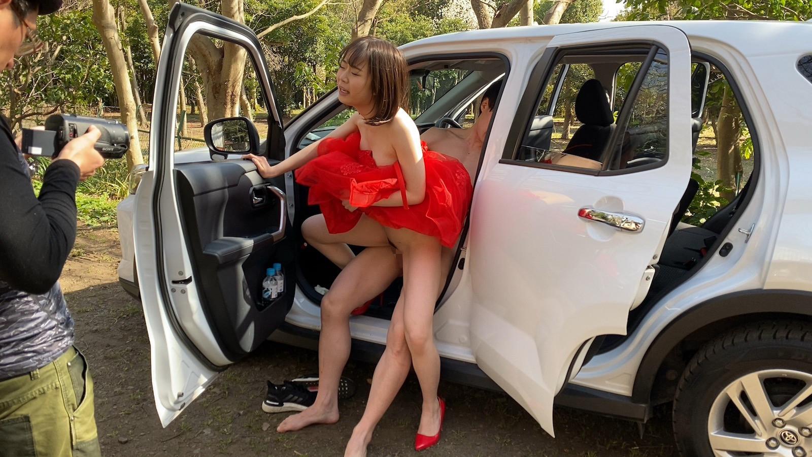DRESS PARTY CAR SEX 渡辺まお 画像13
