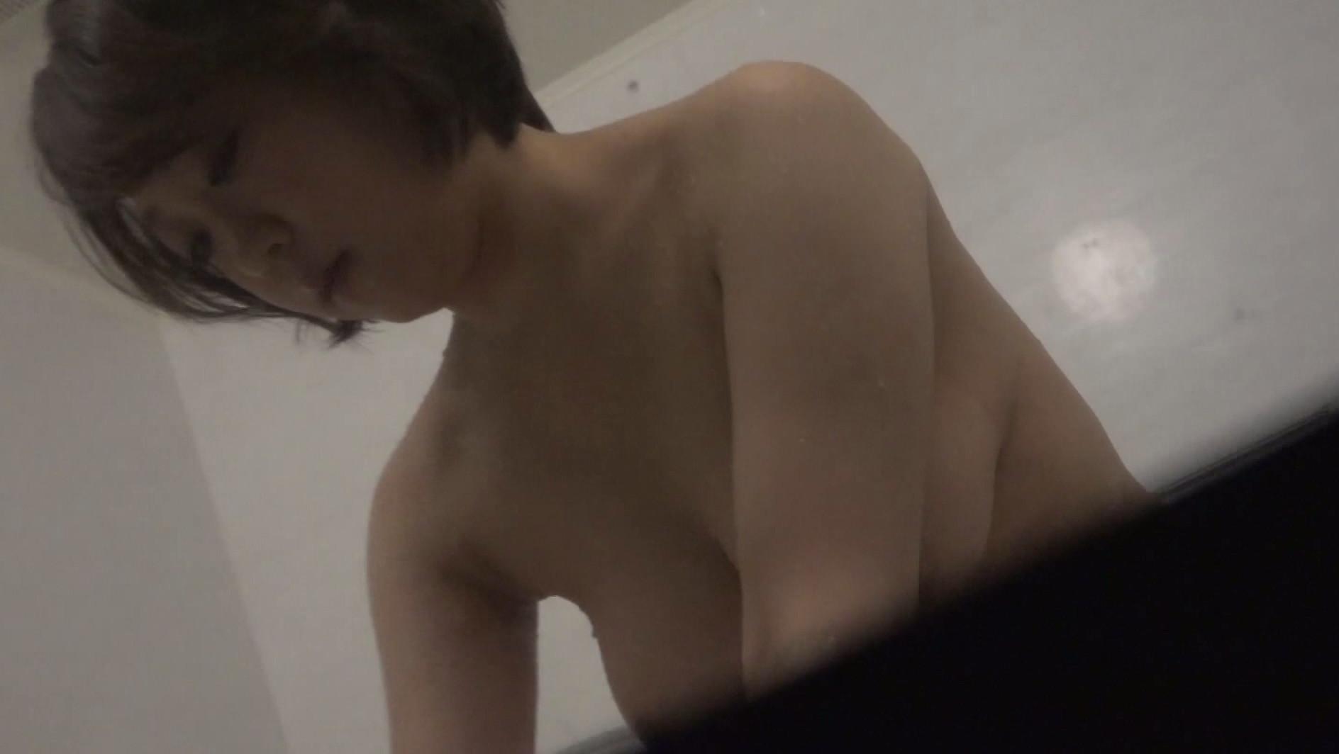 巨乳女性ばかり狙ったシャワー盗●映像~細身に不釣り合いなボインが揺れすぎてます 画像21