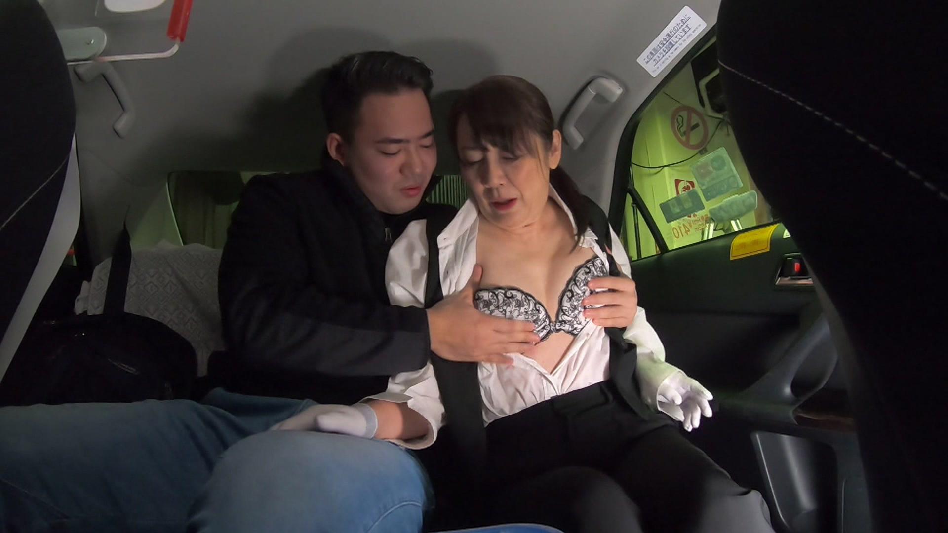 初乗り料金でヤラせてくれる五十路美熟女タクシードライバーが存在した!「お客さんに迫られたら断れないんです・・・」