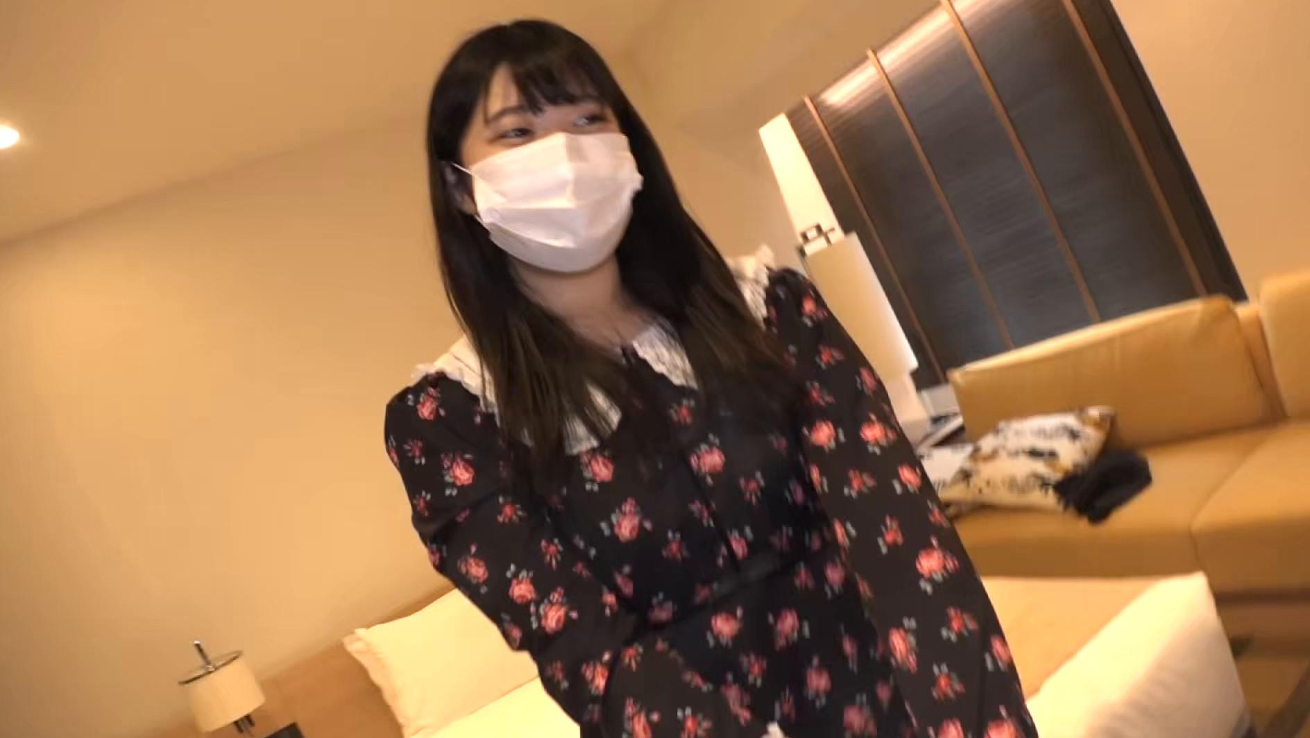 マスク着用を条件に自宅でエッチな撮影を了承してくれた普通の女子大生 ももちゃん 22歳,のサンプル画像2
