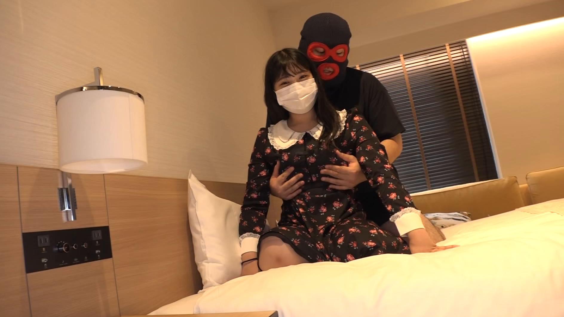 マスク着用を条件に自宅でエッチな撮影を了承してくれた普通の女子大生 ももちゃん 22歳,のサンプル画像5