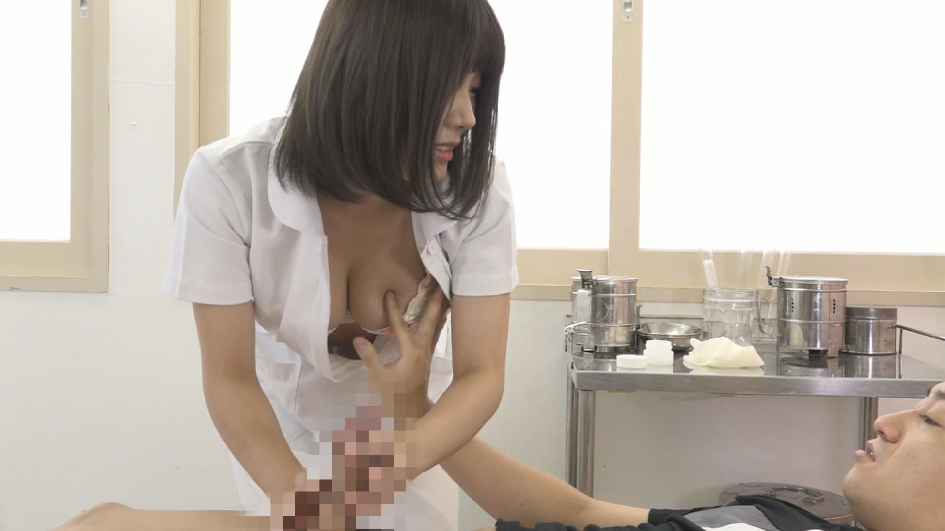 美人の先生がいる皮膚科に行って腫れたチンコを診てもらう流れでヌイてもらいたい(10),のサンプル画像16