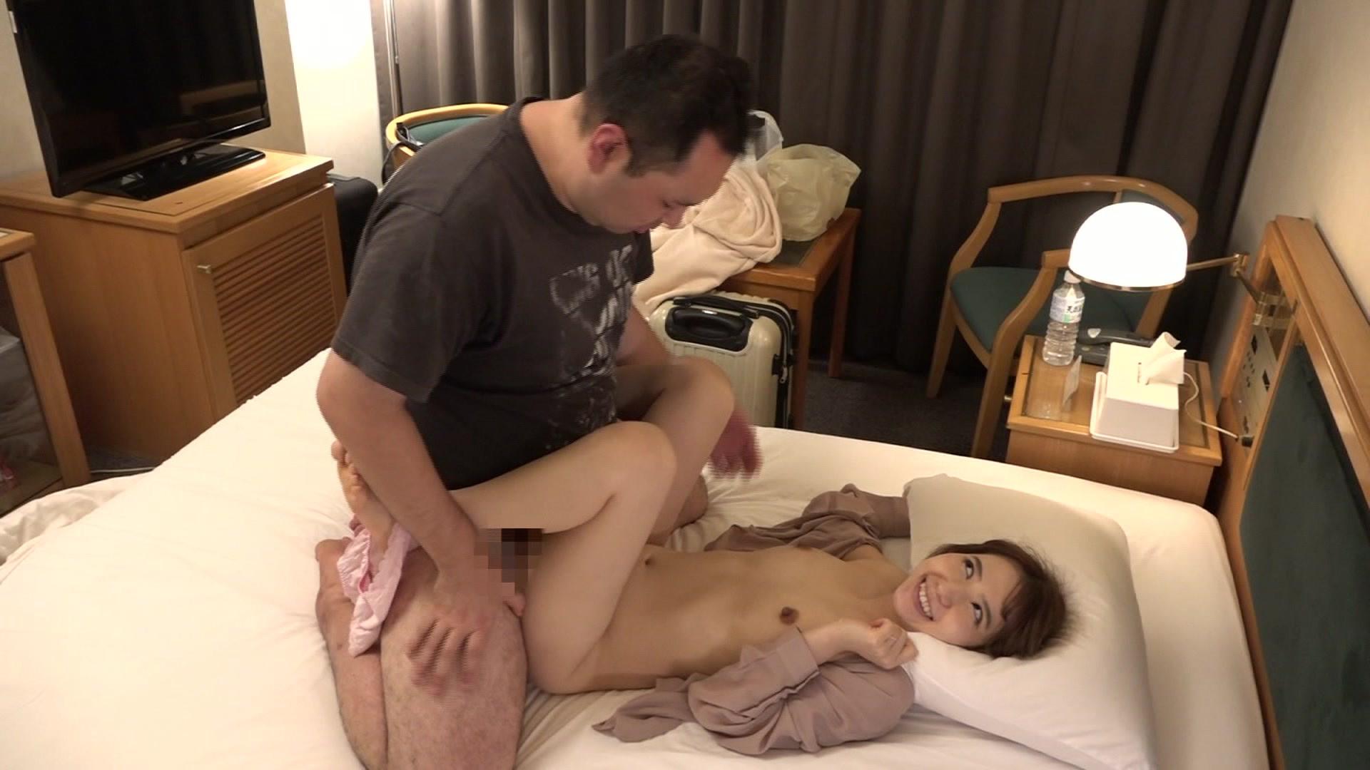 童顔人妻!福井のビジネスホテルで出会った美人マッサージ師・城石さんのおま●こが忘れられないので再び泊まって呼んでみたら中●しできちゃった 画像9