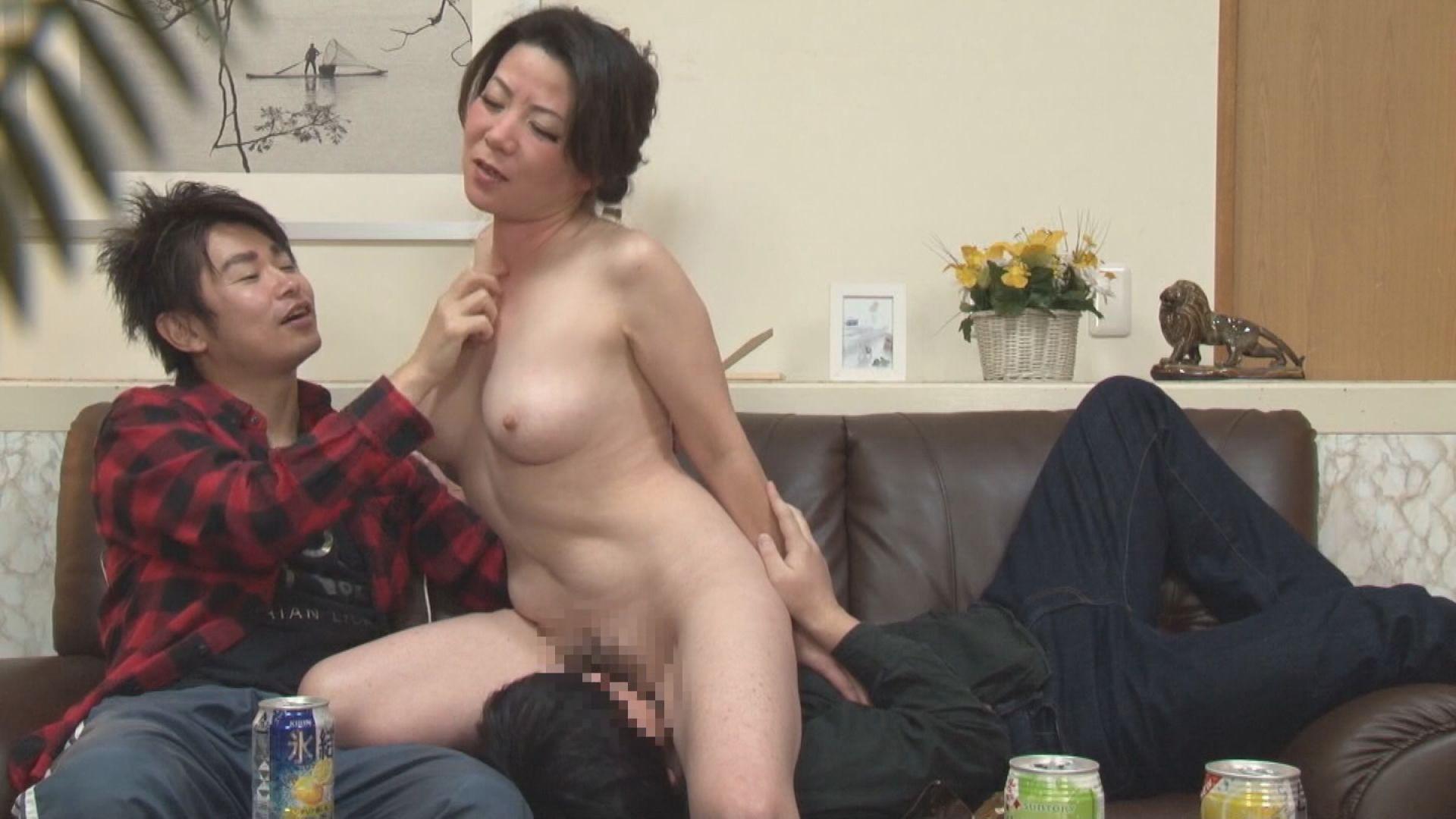 酔っぱらった欲しがり熟女10人が火照ったマ●コさらして濃厚SEX 画像17
