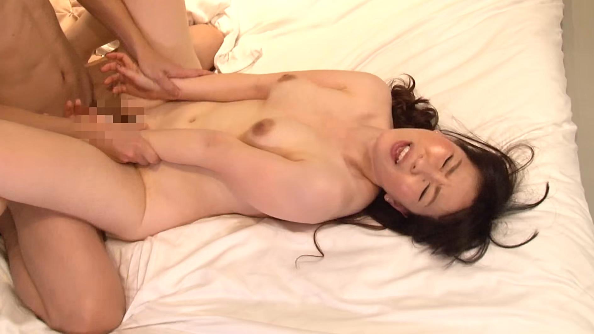 訳あり熟女の初撮りAVに完全密着(2)~複数プレイがしてみたい・和奈さん(35歳)&SEXが好きすぎて・百合さん(40歳) 画像11