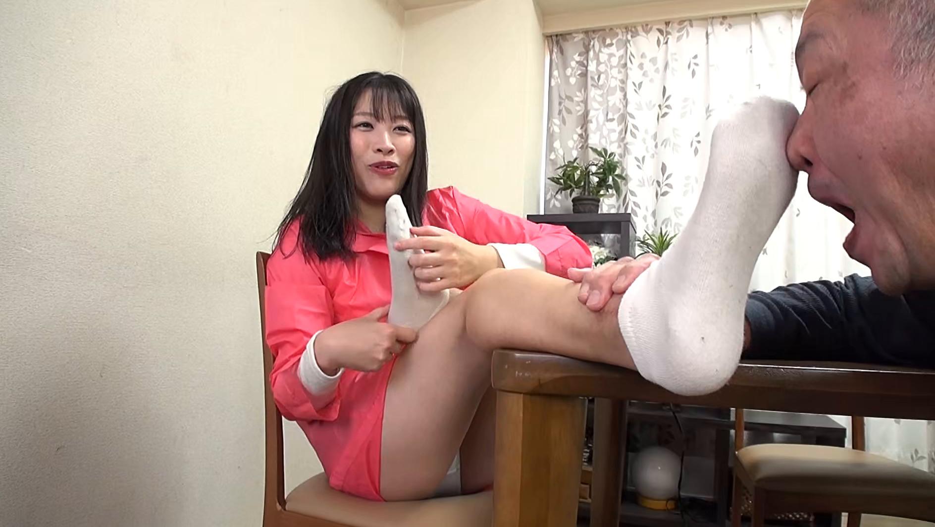 美女の足裏をふやけるまで舐めたい! 春原未来 画像7