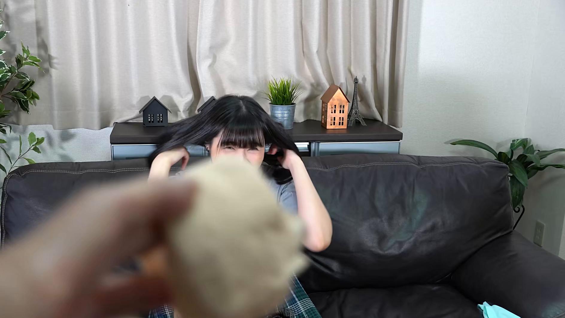 アナルを見せるのはイイけど、オ●ンコは・・・嫌だから前貼りを自分で貼ってお尻の穴を見せてあげる 衣織 画像8