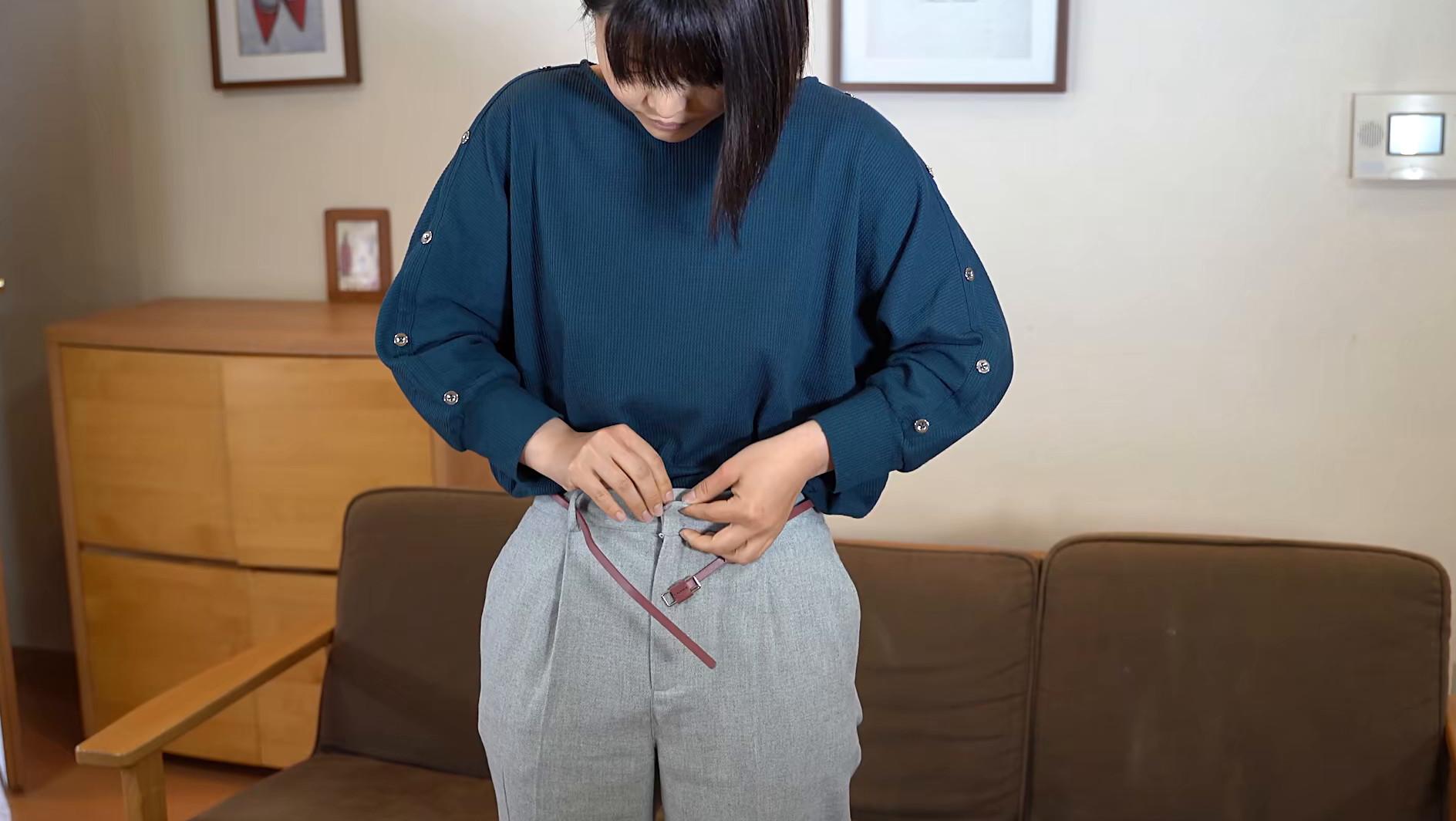 アナルを見せるのはイイけど、オ●ンコは・・・嫌だから前貼りを自分で貼ってお尻の穴を見せてあげる 長谷部智美 画像2