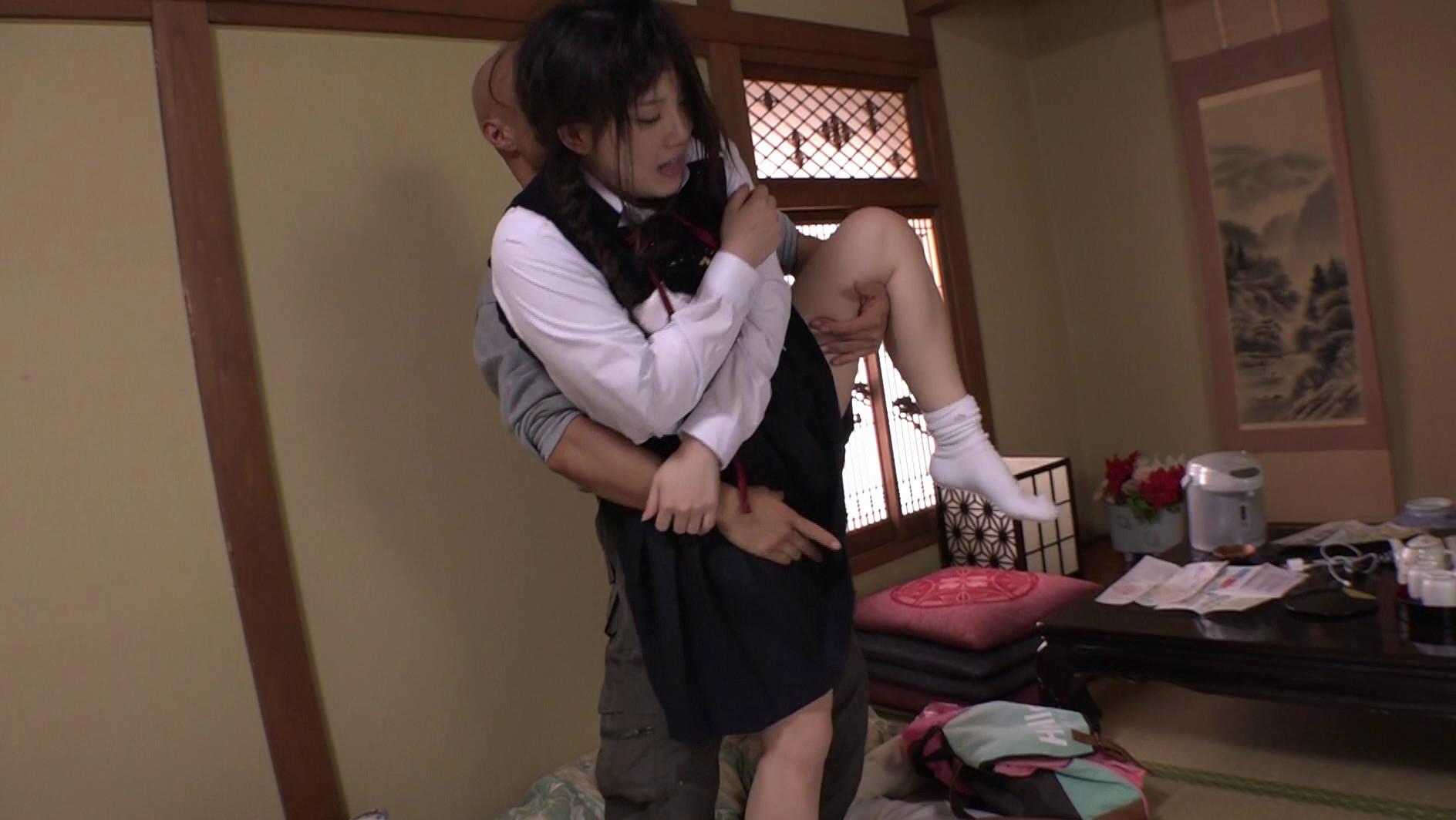 """修学旅行で東京に来たイモだけど超絶かわいい田舎女子高生を""""読モ""""にしてあげる、とダマして中出し、お友達を電話で呼び出させてその娘もレイプ 画像5"""