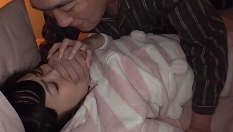 深夜に娘の部屋に忍び込むお父さんEX 画像2