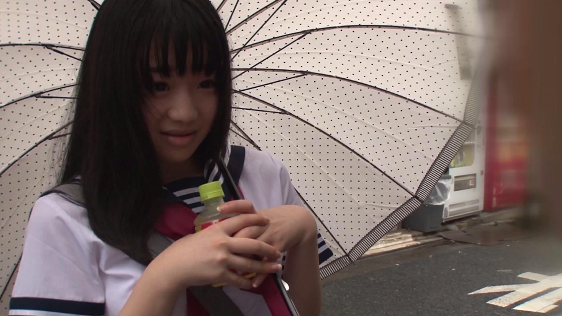 偶然見えたカワイイ女子校生の純白パンチラ 視線に気づき頬を真っ赤にするも、実はHに興味津々。挙句に告白までされて、そのまま中出ししちゃいました!1