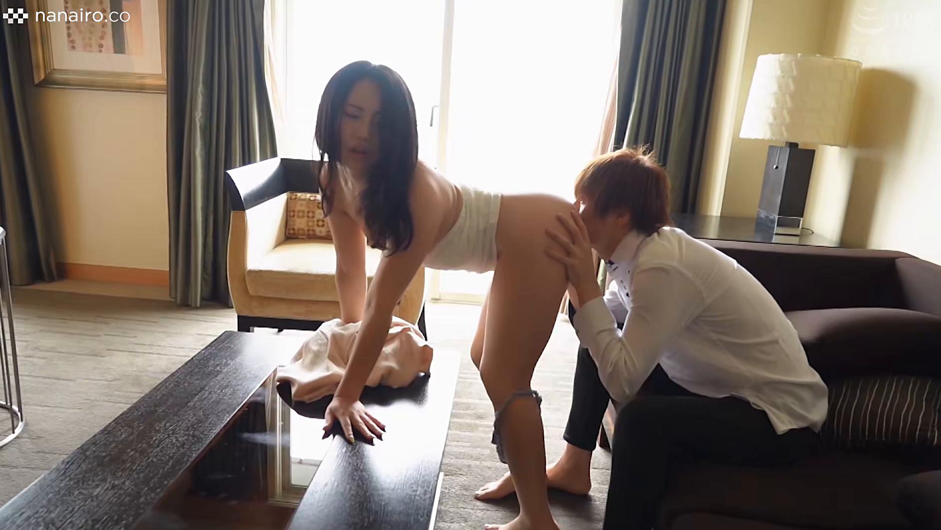 S-Cute えま(19) 美しい黒髪娘が淫らに喘ぐSEX
