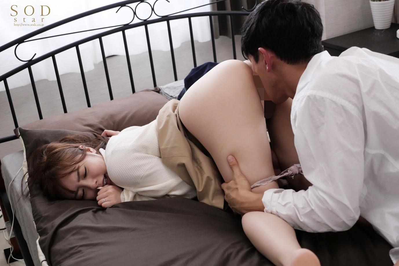 『あなた、ごめんなさい・・・って言わせたいんでしょ?』~人妻幼馴染は、帰省してきた初恋の人にW不倫中出しを誘惑されたかった・・・大型連休の出来事~ 小倉由菜,のサンプル画像6