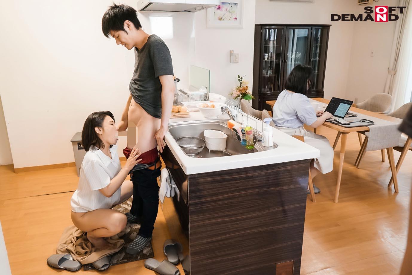 「いいの・・・中に出して・・・」義母が20歳年下の娘婿を誘惑中出し淫姦。ずっとがっちり密着SEXで離さない 綾瀬麻衣子,のサンプル画像3