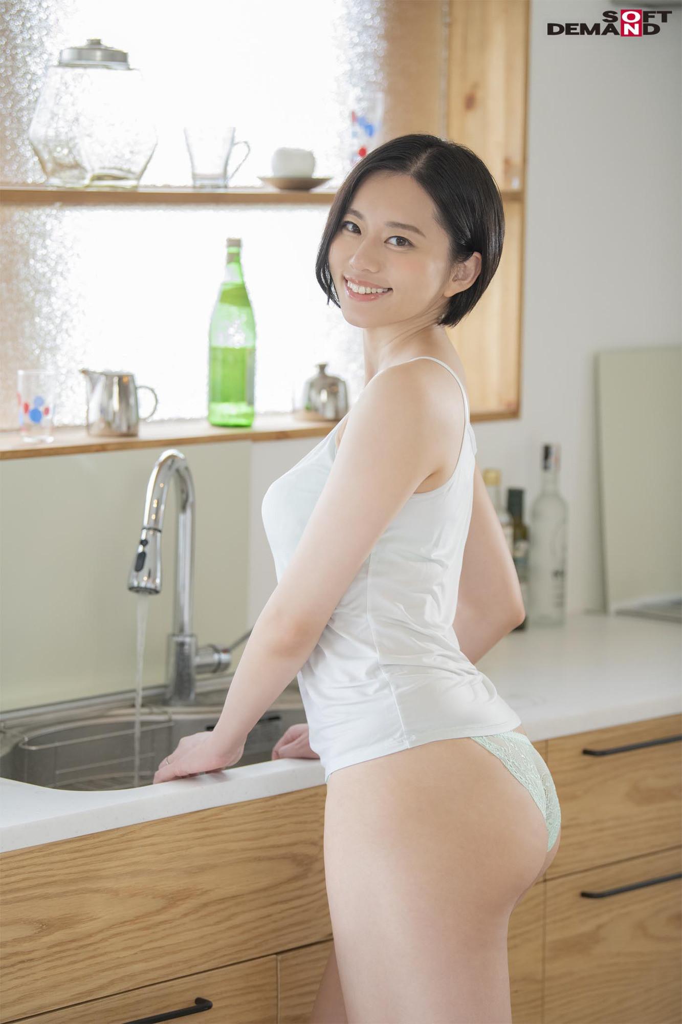南アルプスの湧き水よりも澄み切った120%天然素材の美人妻 平井栞奈 34歳 第3章 「精子飲みたくて仕方ないんです」一滴残らず他人ザーメンごっくん7発! 画像1