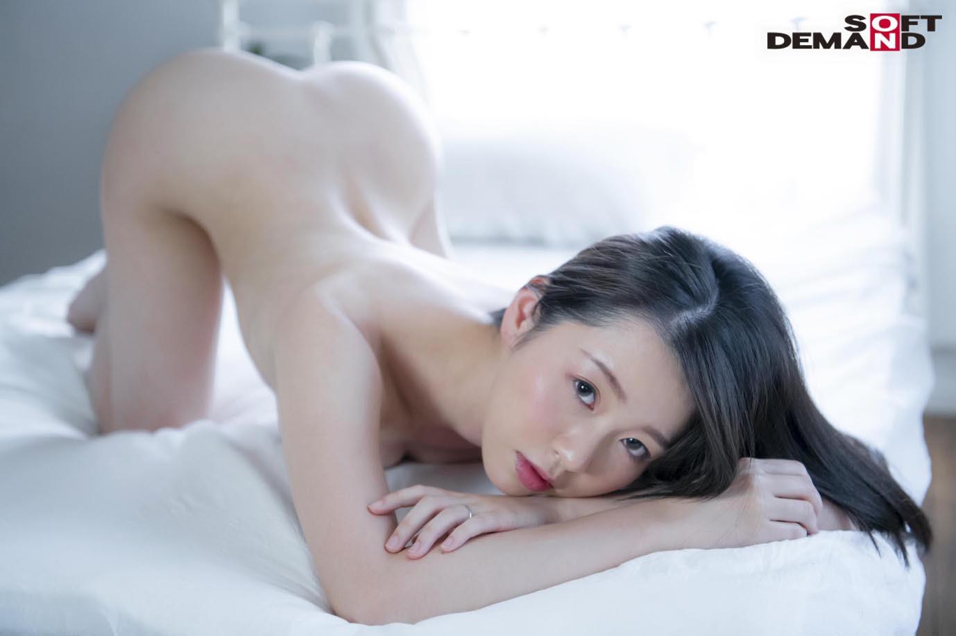 お爺ちゃんお婆ちゃんが大好きで介護士になったニコニコ奥さん 坂井千晴 29歳 AV DEBUT,のサンプル画像2