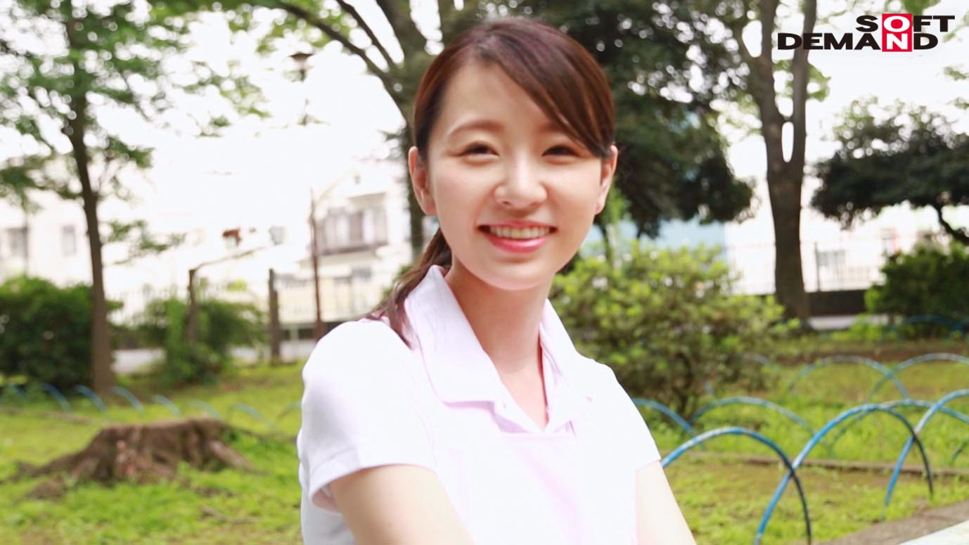 お爺ちゃんお婆ちゃんが大好きで介護士になったニコニコ奥さん 坂井千晴 29歳 AV DEBUT,のサンプル画像14