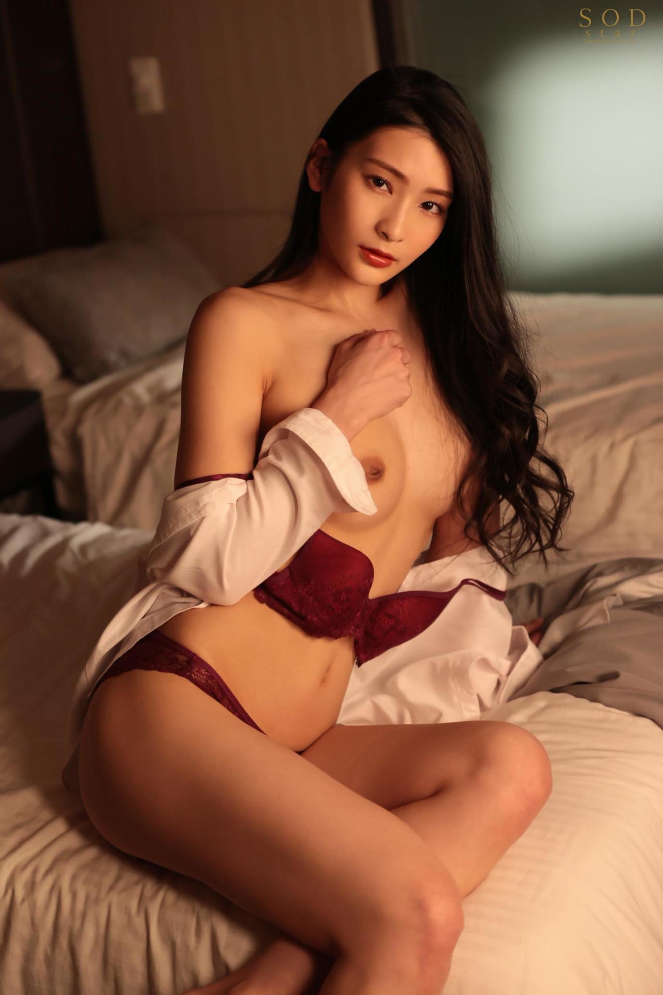 童貞部下と出張先でホテル相部屋 翌朝までベロチュウ姦され続ける化粧品メーカーの寝取られ女上司 本庄鈴 画像2