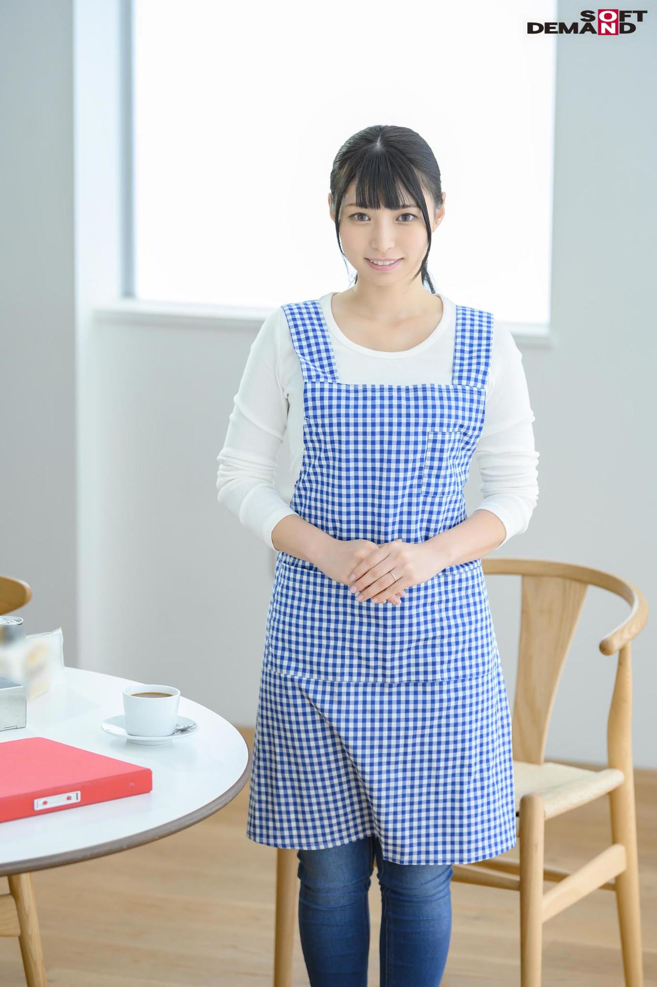 毎日元気いっぱいにお年寄りの世話をする美人ヘルパー 栗田みゆ 28歳 AV DEBUT 画像1