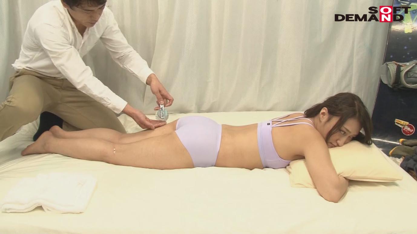 「カップル限定」マジックミラー号の中で、自慢の彼女を「寝とって」真正中出し! ユミさん(25)ガス会社受付 画像4