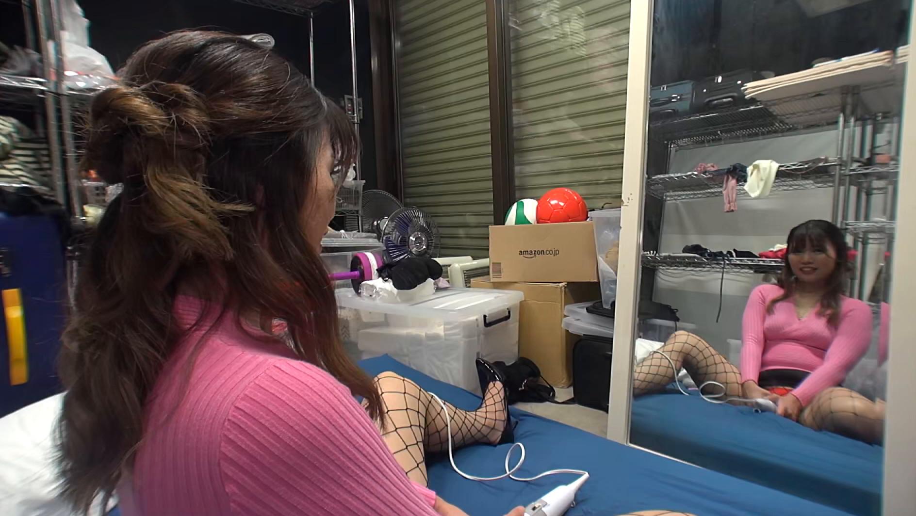 【個人撮影】助手席でオナニーする欲求不満な淫乱美女 旦那には内緒でハメ撮りデート 画像4