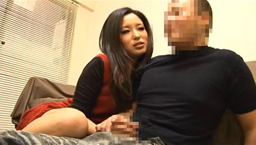 親友が酔い潰れると親友彼女がこっそり手コキしてきた・・・僕は友情を取るべきか、欲望に従い性交するべきか・・・それが問題だ 大胆痴女8人4時間 画像13
