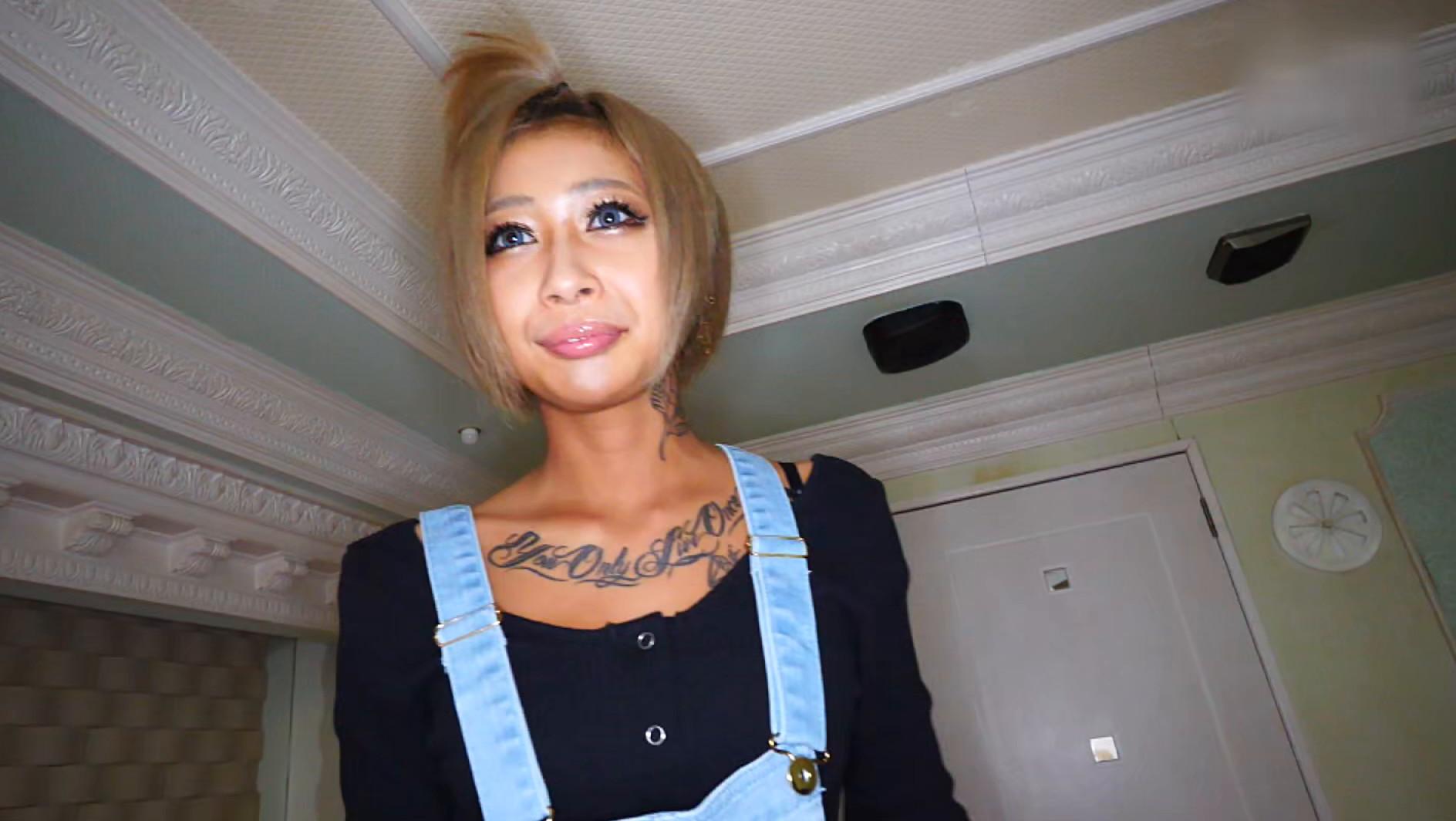 エロ可愛い色黒タトゥーギャルと目隠し乱交 画像1