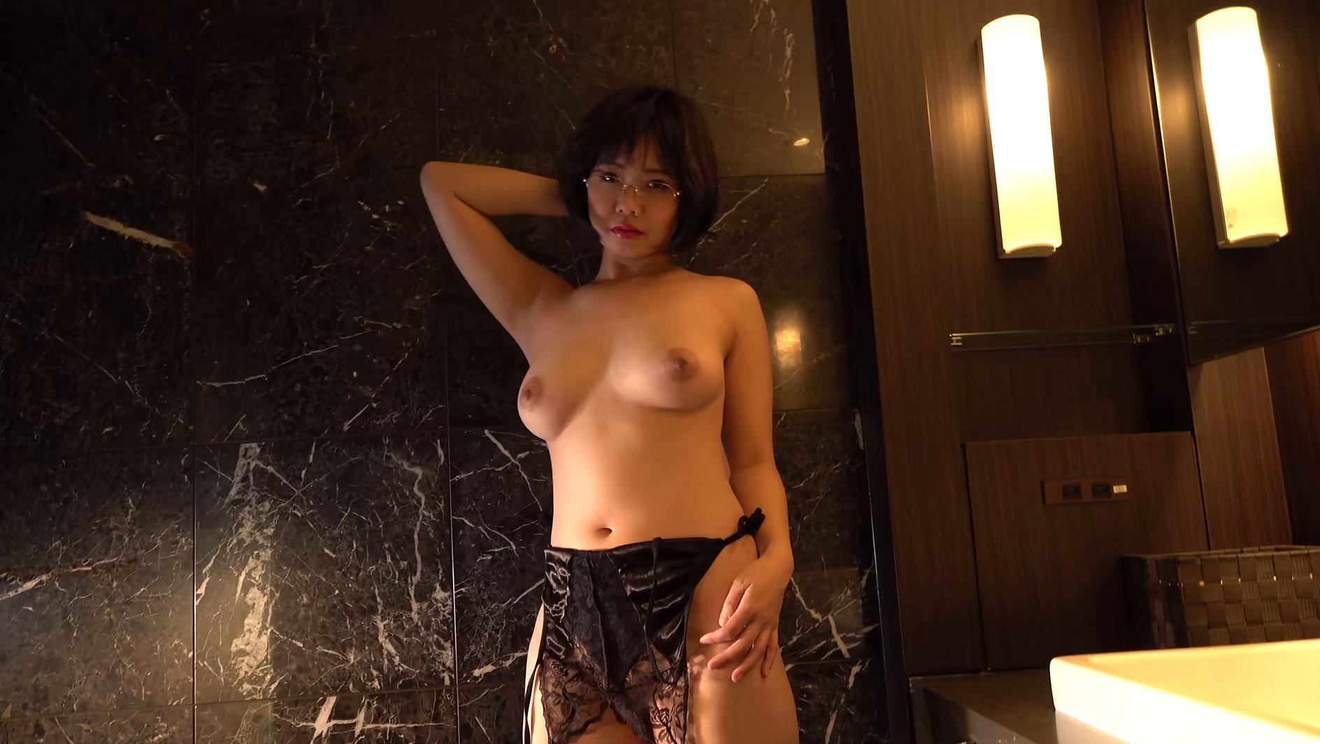 パイパンヌード~無修正・巨乳Fカップ・美熟女~ 赤瀬尚子20