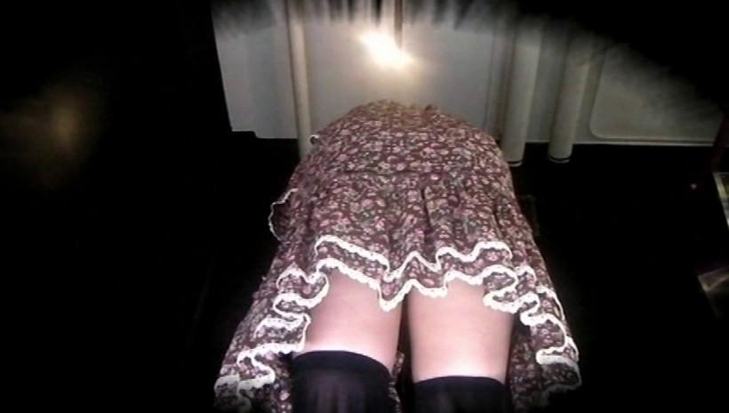 かわいい女子高生の制服と私服 股間とむっちりふともも 画像1