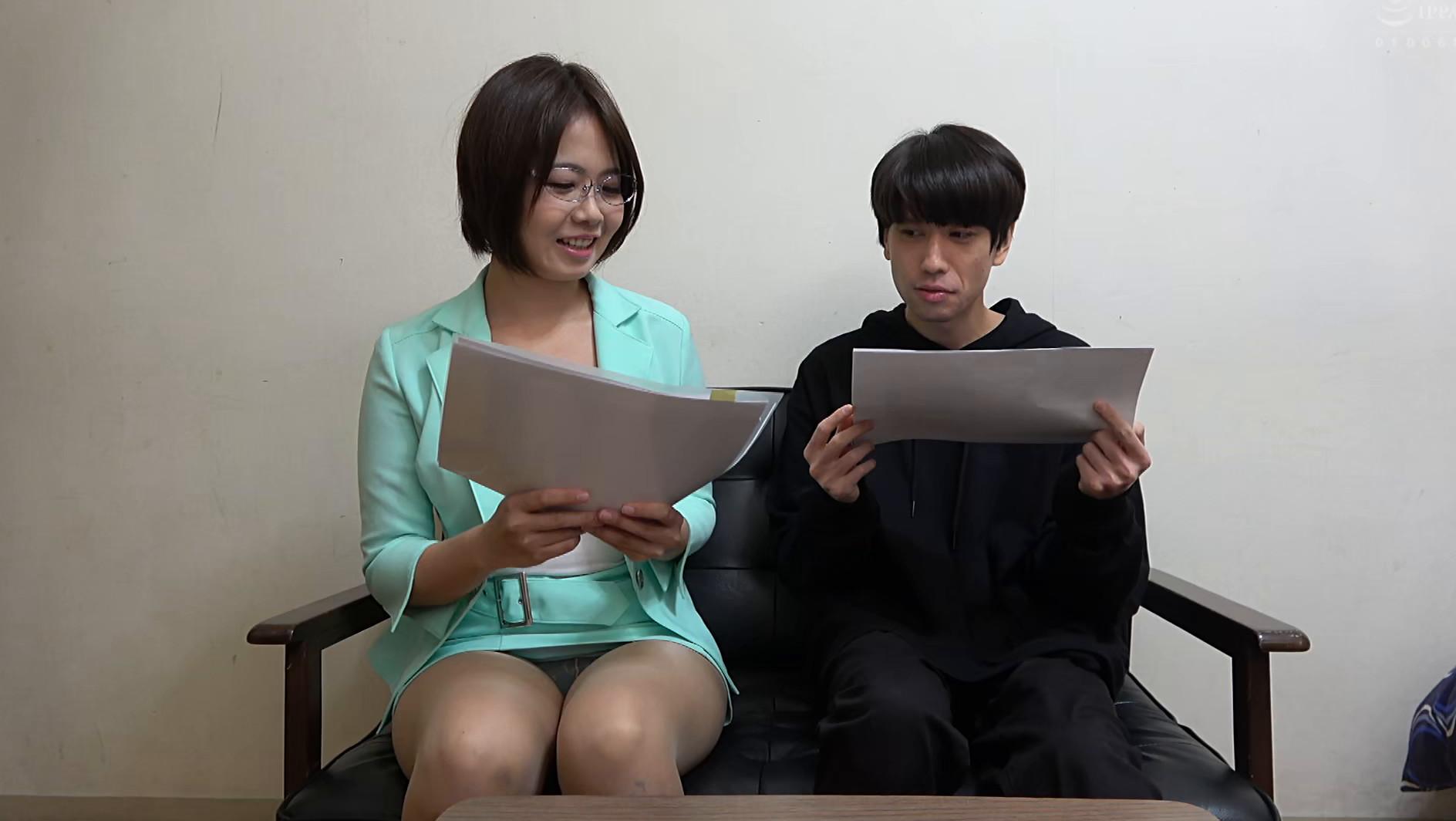 独り暮らしの男性に枕営業で契約をGETするデカパイ営業レディ 赤瀬尚子,のサンプル画像3