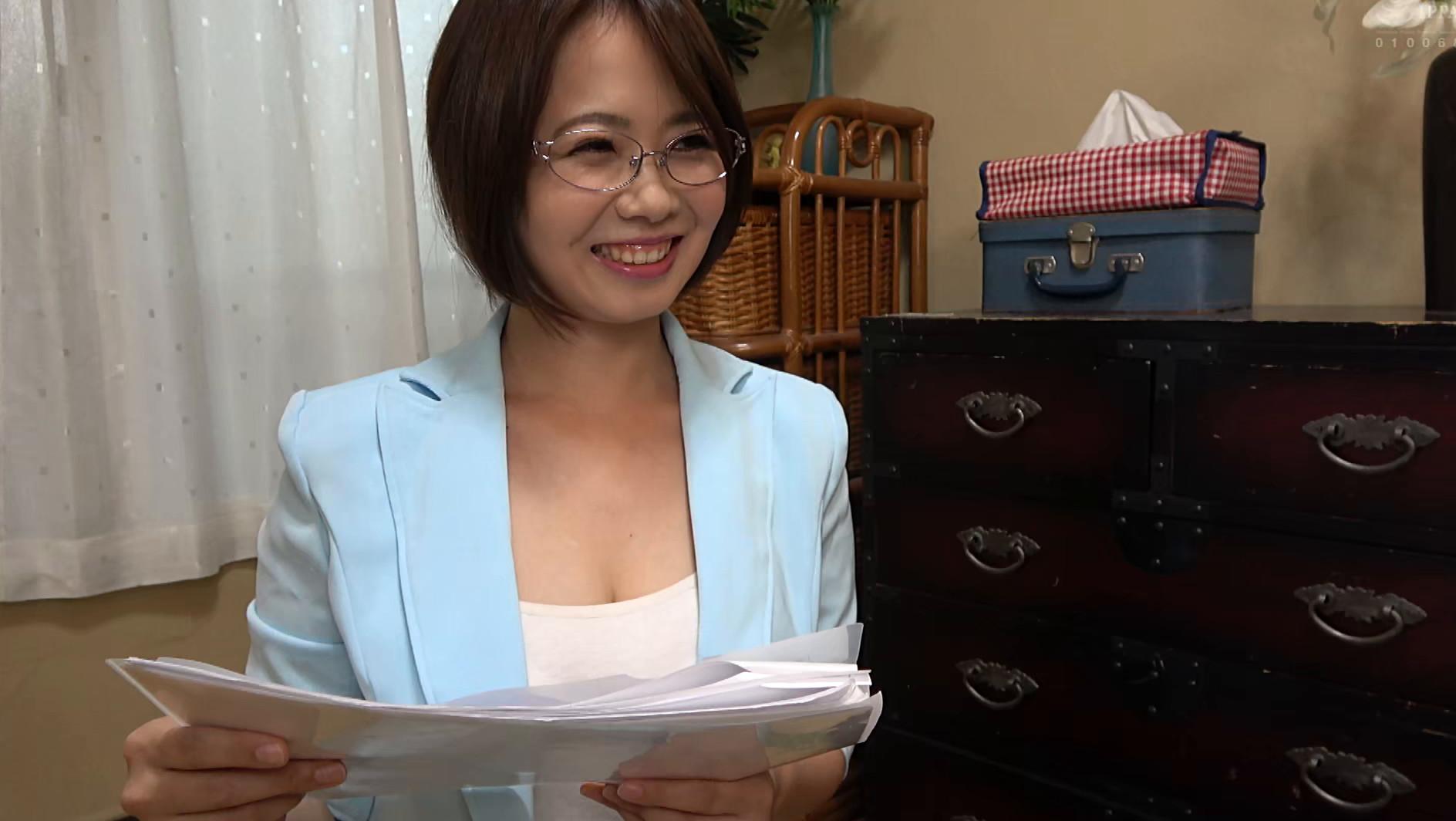 独り暮らしの男性に枕営業で契約をGETするデカパイ営業レディ 赤瀬尚子,のサンプル画像9