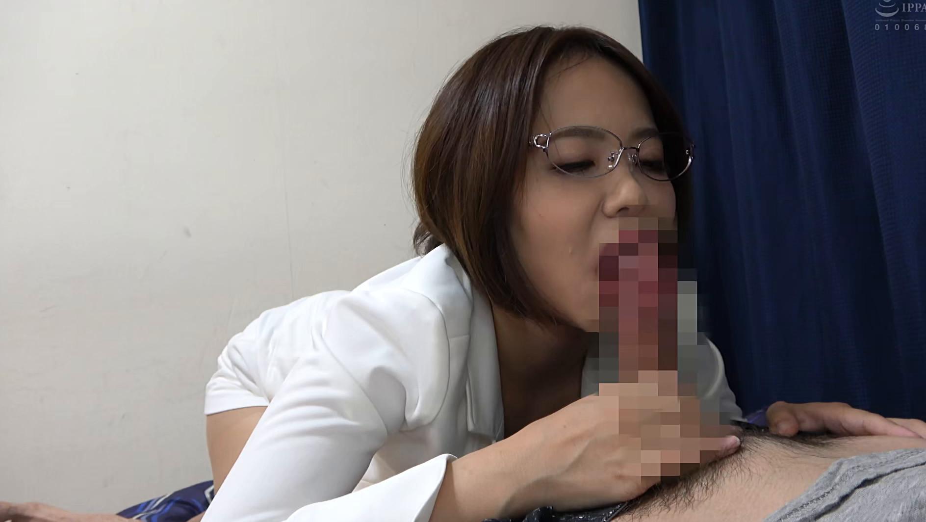 独り暮らしの男性に枕営業で契約をGETするデカパイ営業レディ 赤瀬尚子,のサンプル画像17