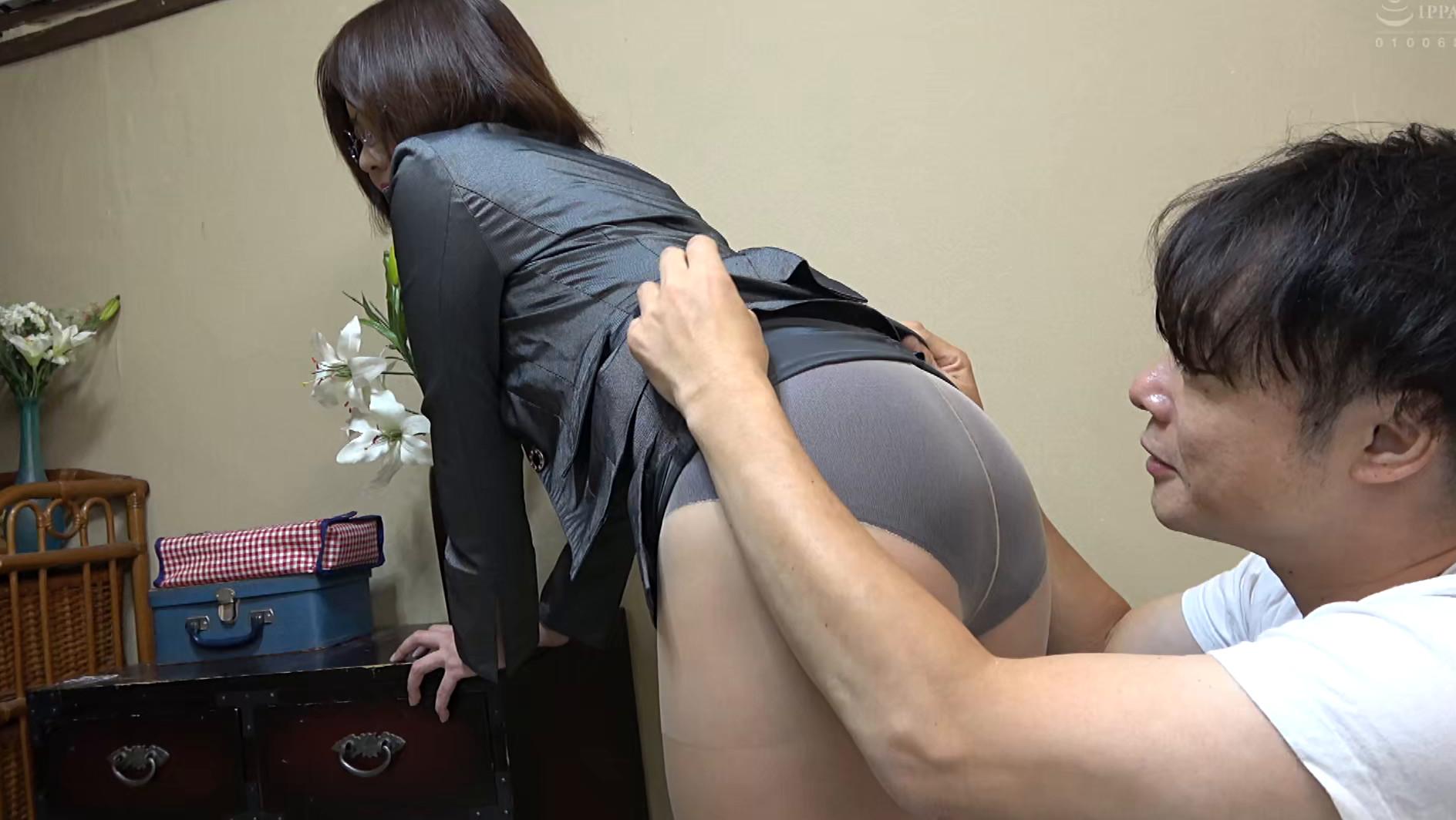 独り暮らしの男性に枕営業で契約をGETするデカパイ営業レディ 赤瀬尚子,のサンプル画像19